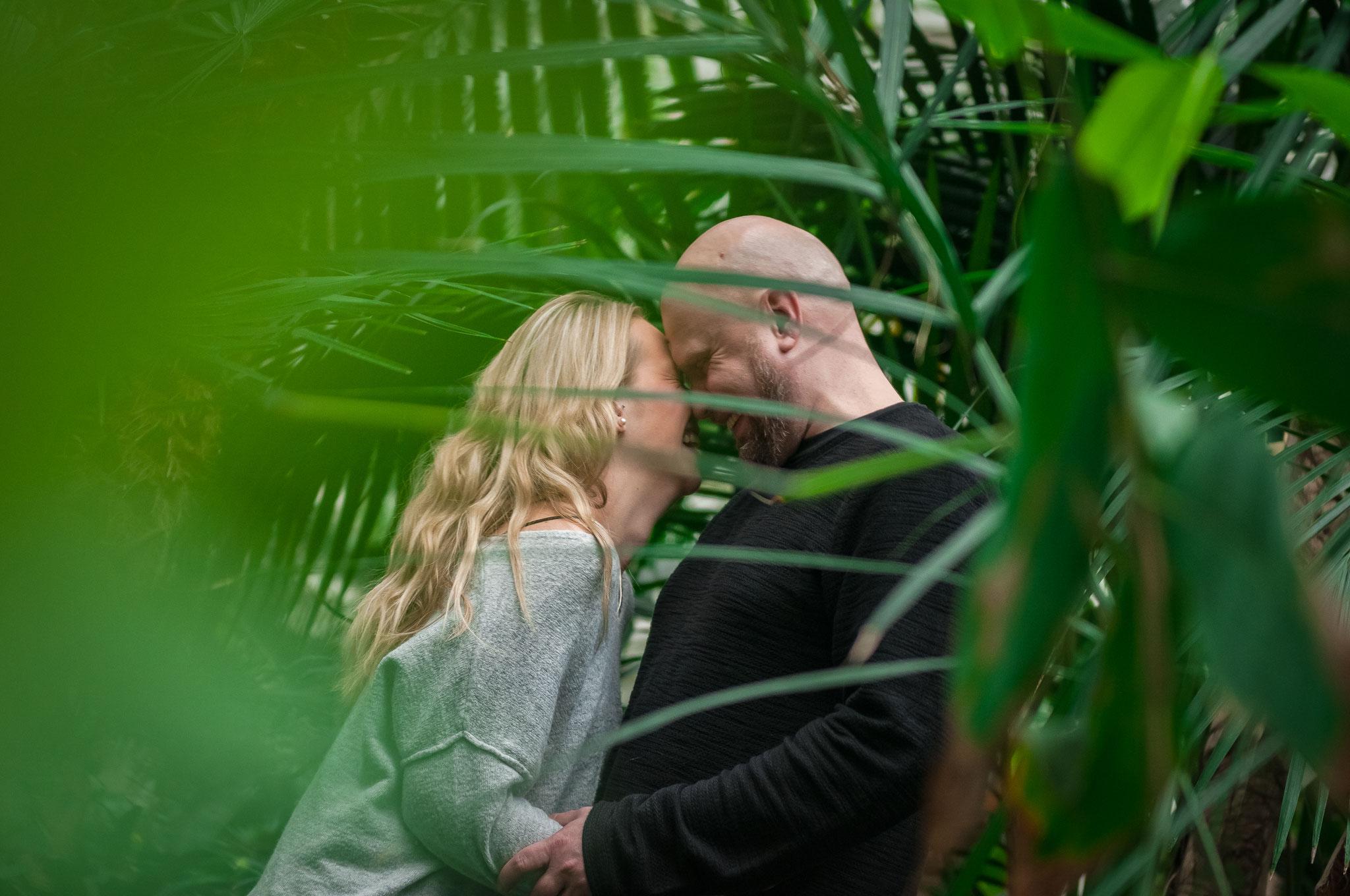 Romantisches Paar-Shooting vor der Heirat
