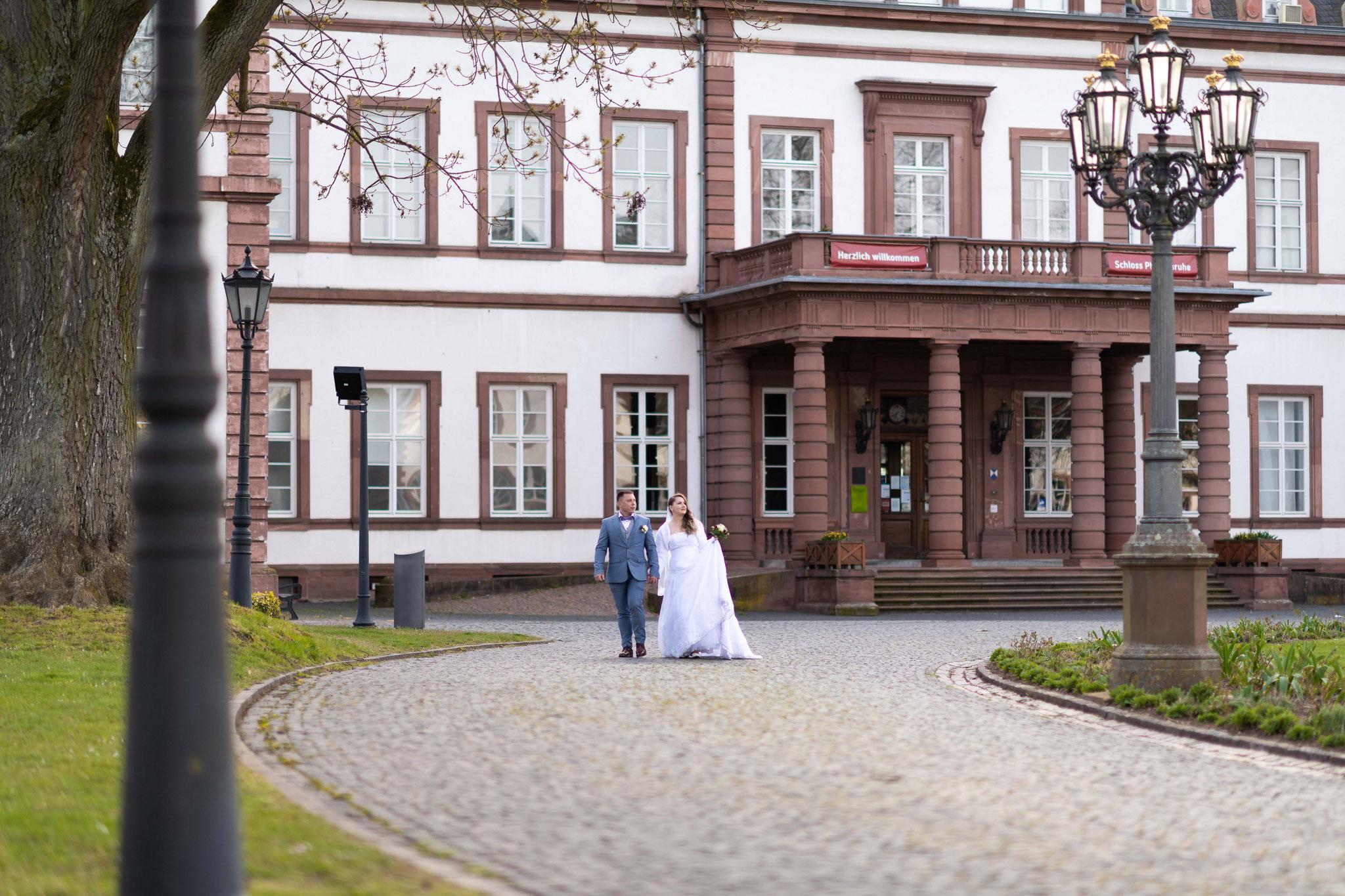 Professioneller Fotograf für mein Brautpaarshooting in Hanau im Schlosspark Philippsruhe