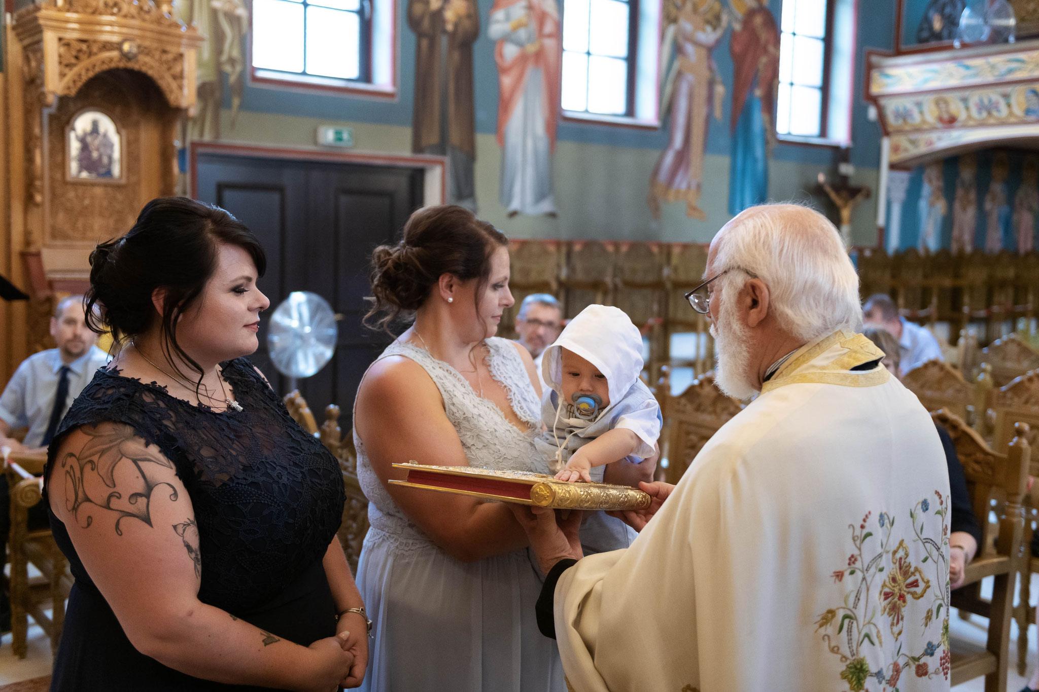 Fotografische Begleitung während der orthodoxen Taufe in der griechischen Kirche in Wiesbaden