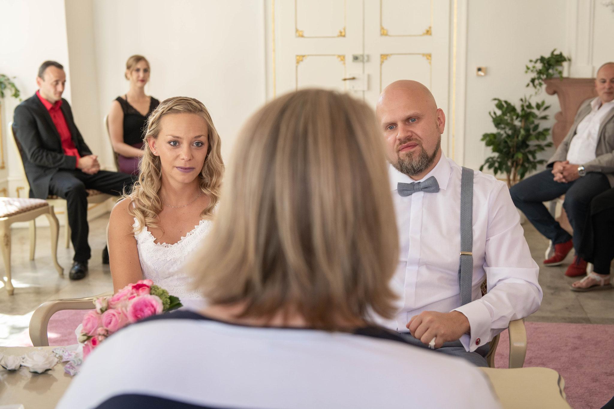 Brautpaar während der Trauung