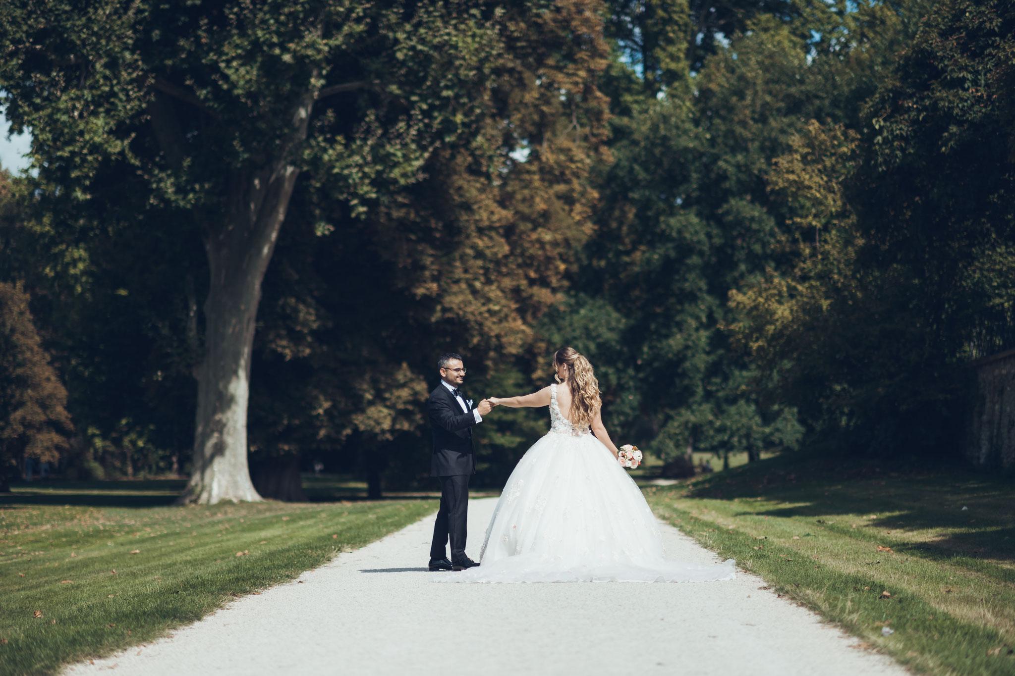 Romantische Hochzeitsfotos im Schlosspark Wiesbaden