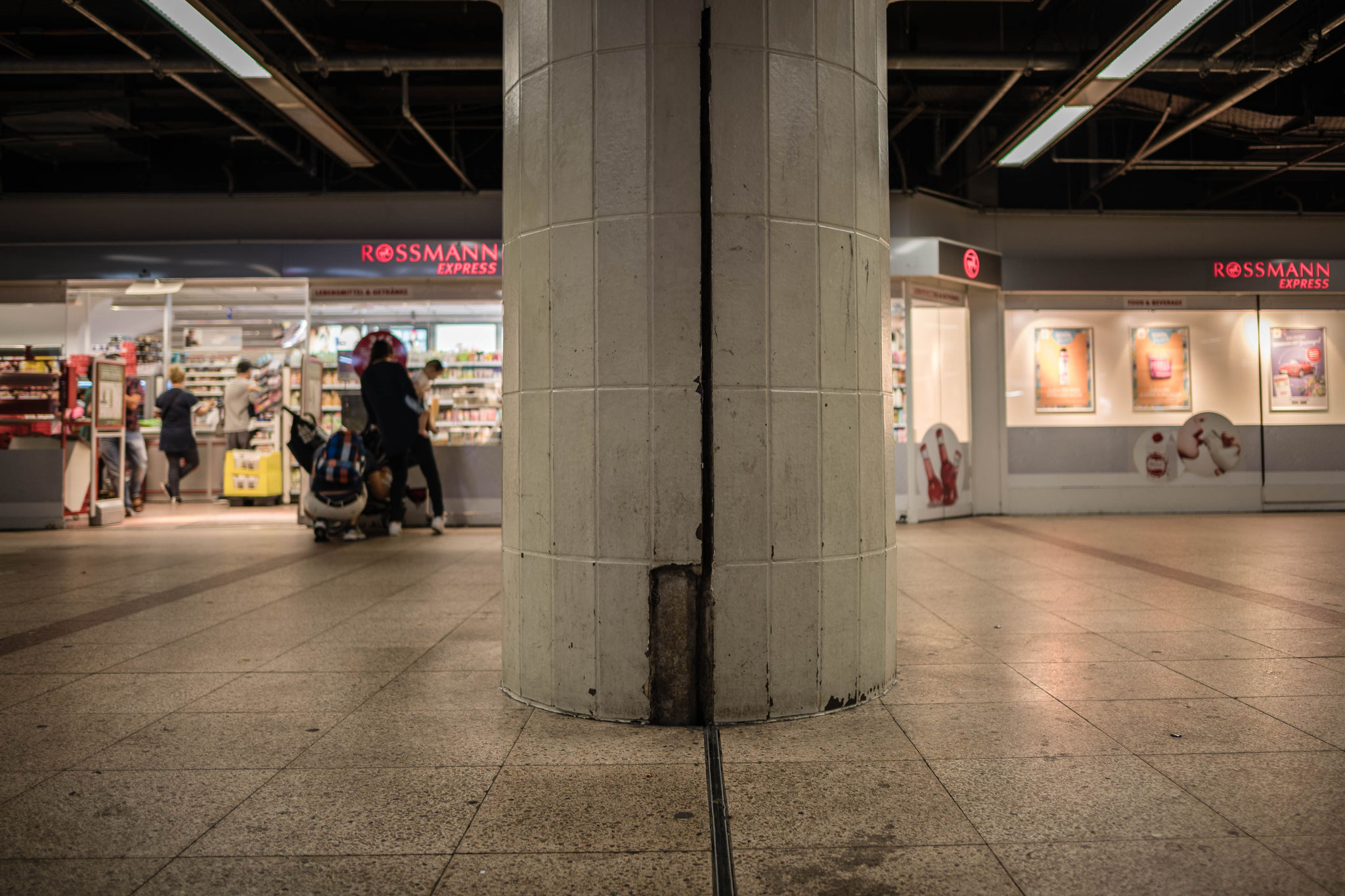 Manchmal hat man das Gefühl, dass Frankfurter Hauptbahnhof auf seinen Zerfall wartet