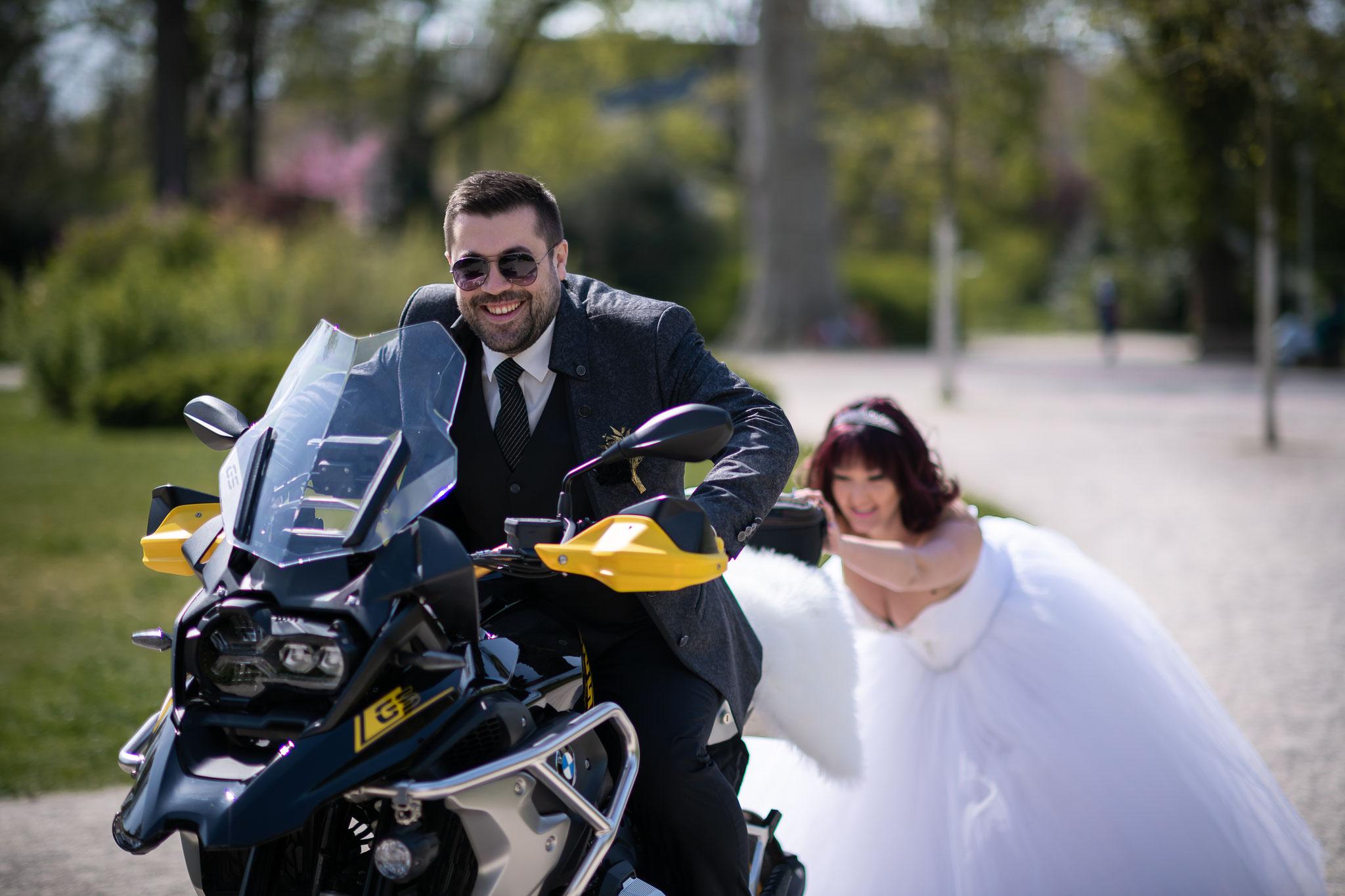 Ein bisschen verrückte Ideen beim Brautpaarshooting