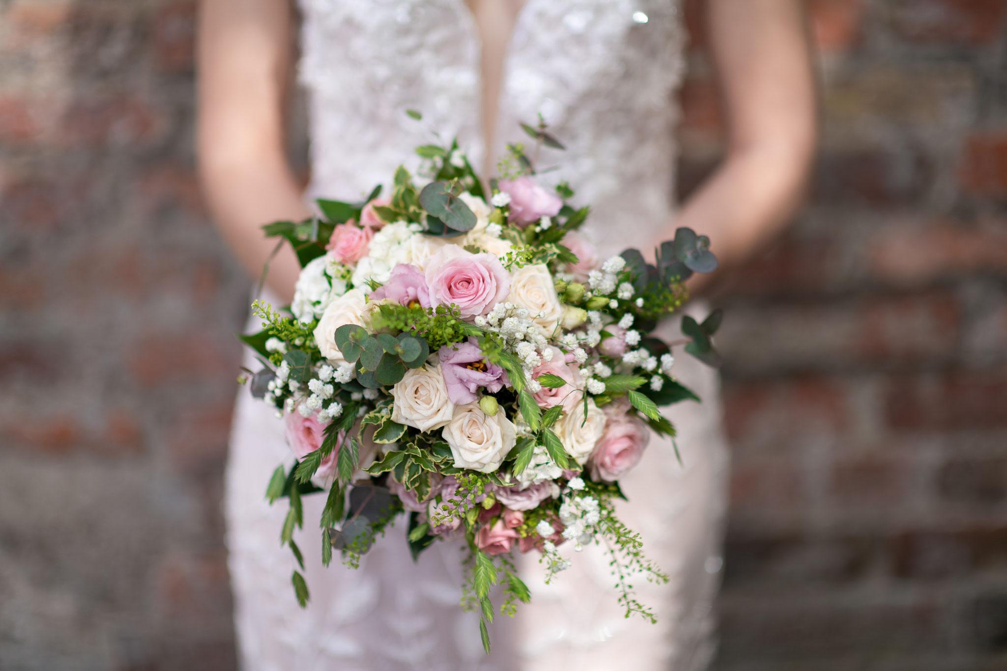 Ihr professioneller und zuverlässiger Fotograf und Videograf mit Erfahrung für die Hochzeit in Memmingen, Deutschlandweit und Europaweit