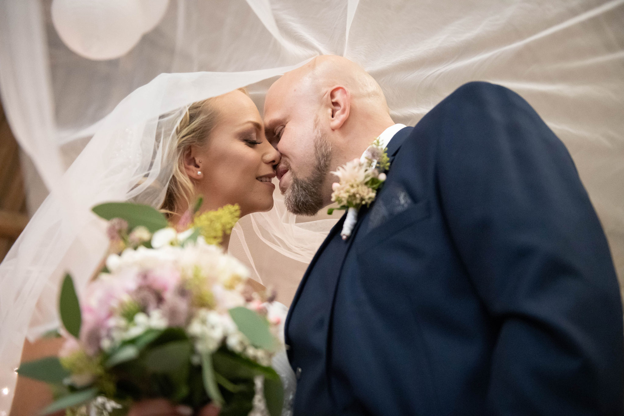 Hochzeitsaufnahmen mit dem Schleier