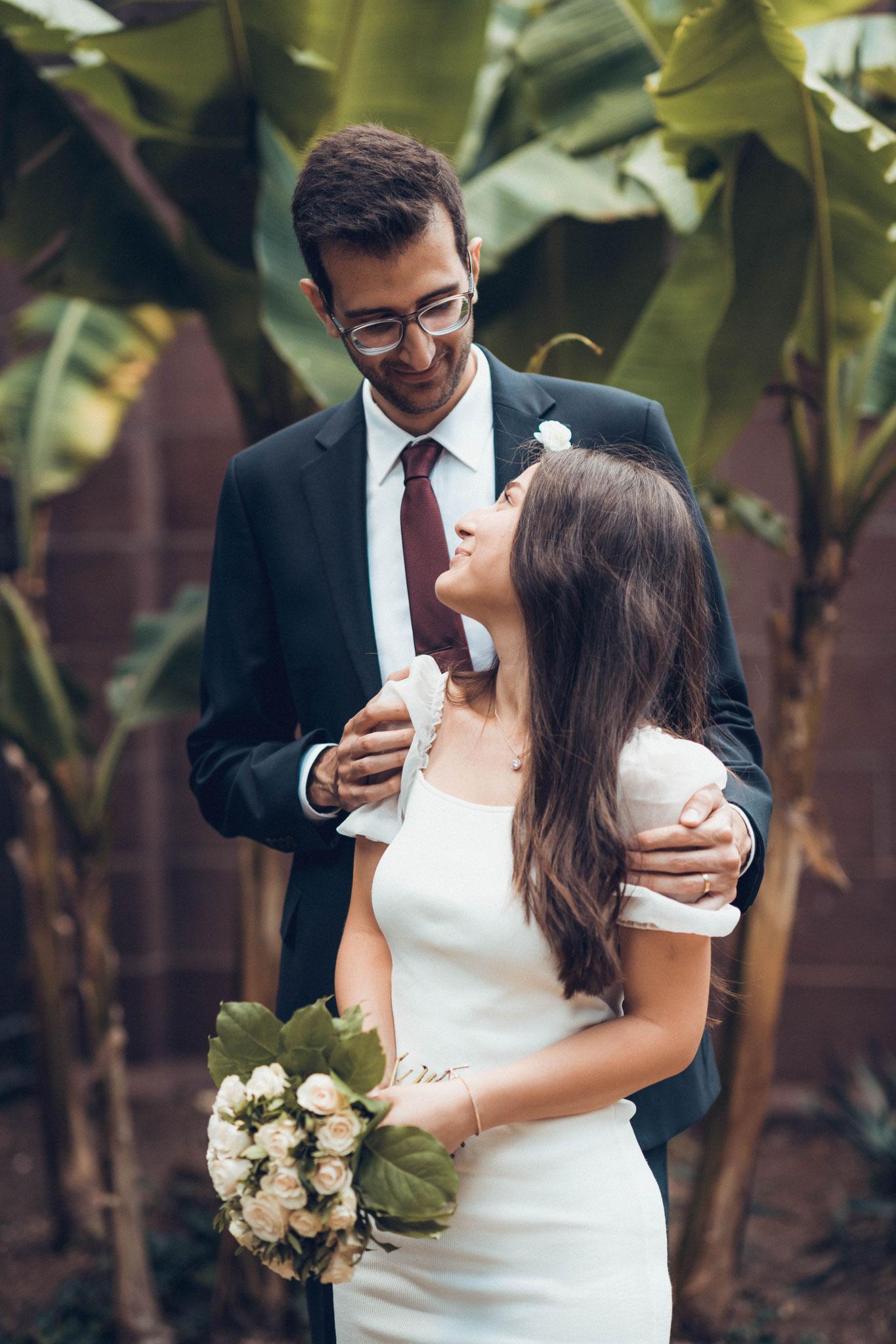 Kurzes Brautpaarshooting am Main nahe des Restaurant Nizza