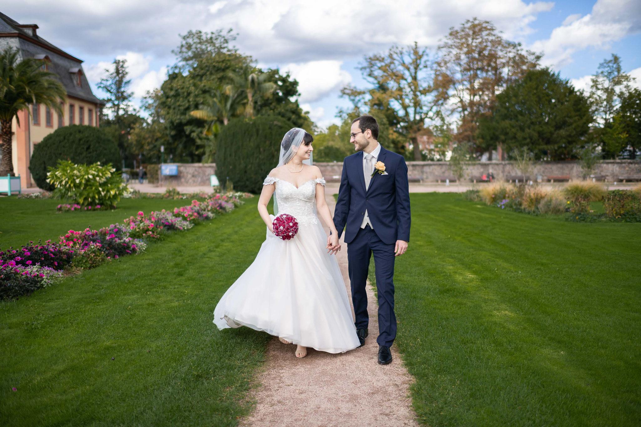 Romantisches und authentisches Brautpaarshooting in der Orangerie in Darmstadt
