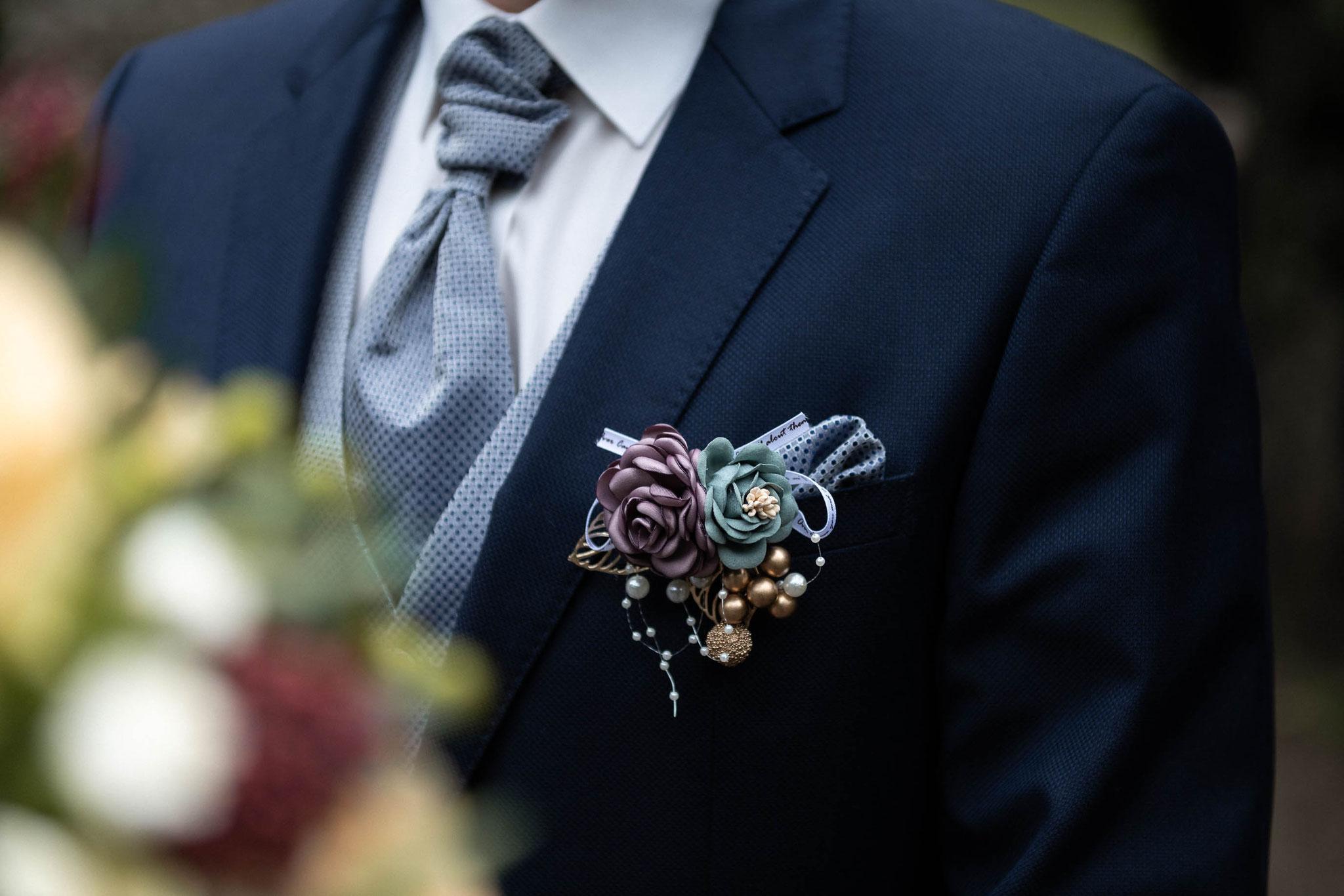 Detailaufnahmen des Bräutigams