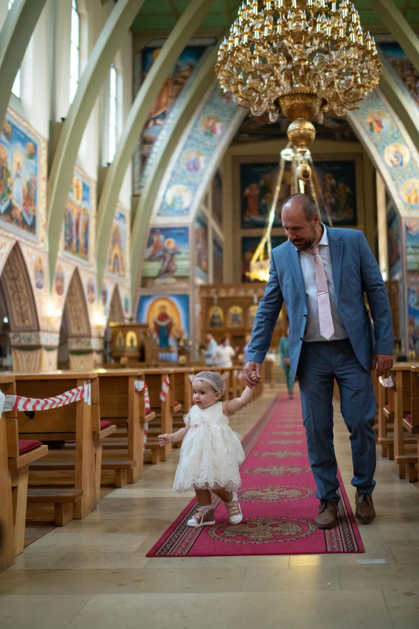 Wunderschöne Momente der getauften A. mit Ihrem Opa