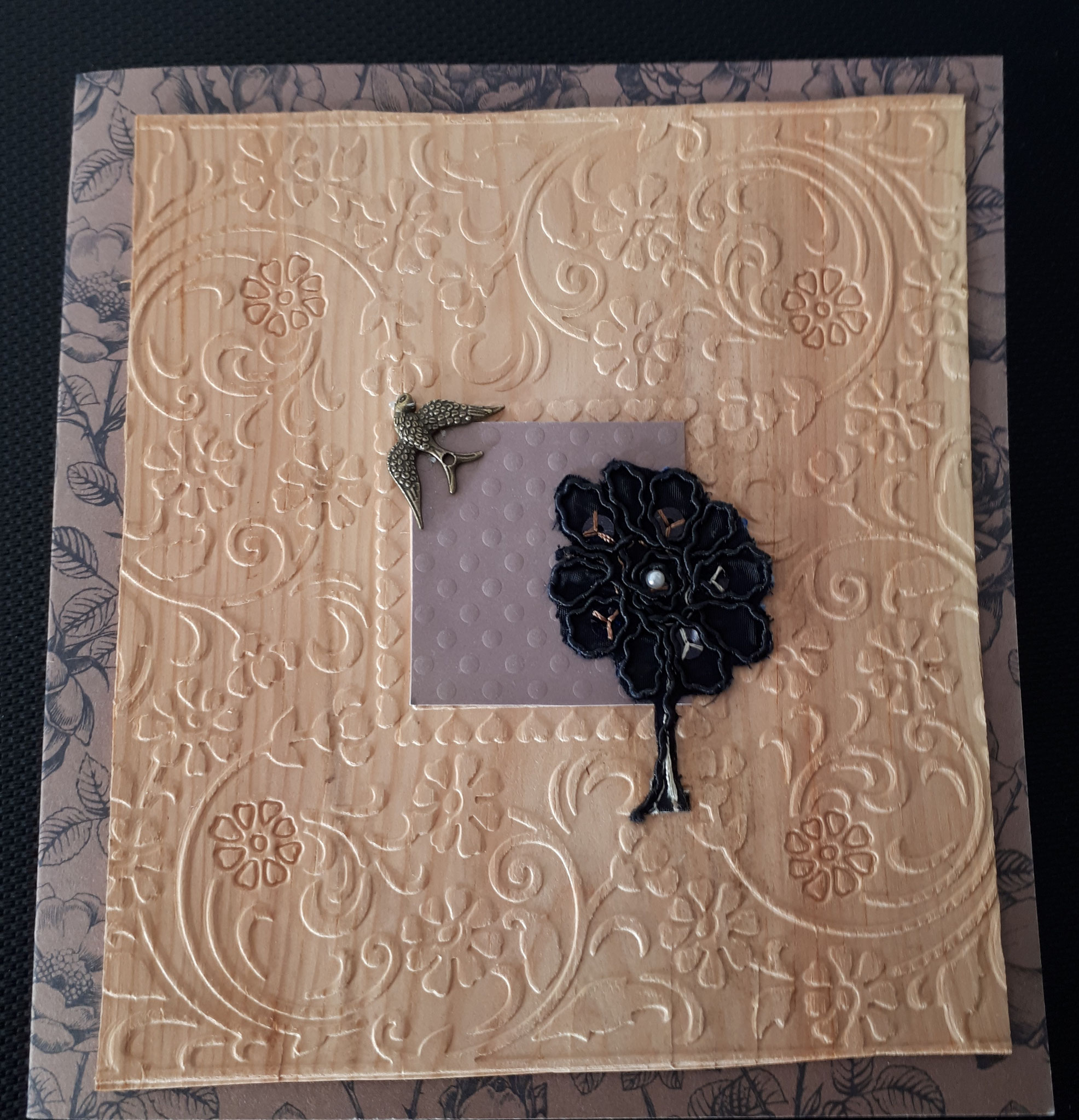 verkauft Trauerkarte mit Holz und Stoff