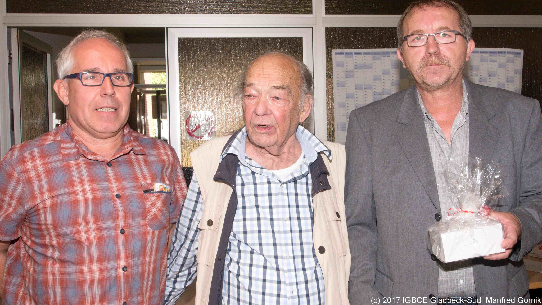 Von links : Wolfgang Sobottka; Franz Pastewski ( 70 Jahre), Joachim Praetsch (1 Vorsitzender Ortsgruppe Gladbeck-Süd)