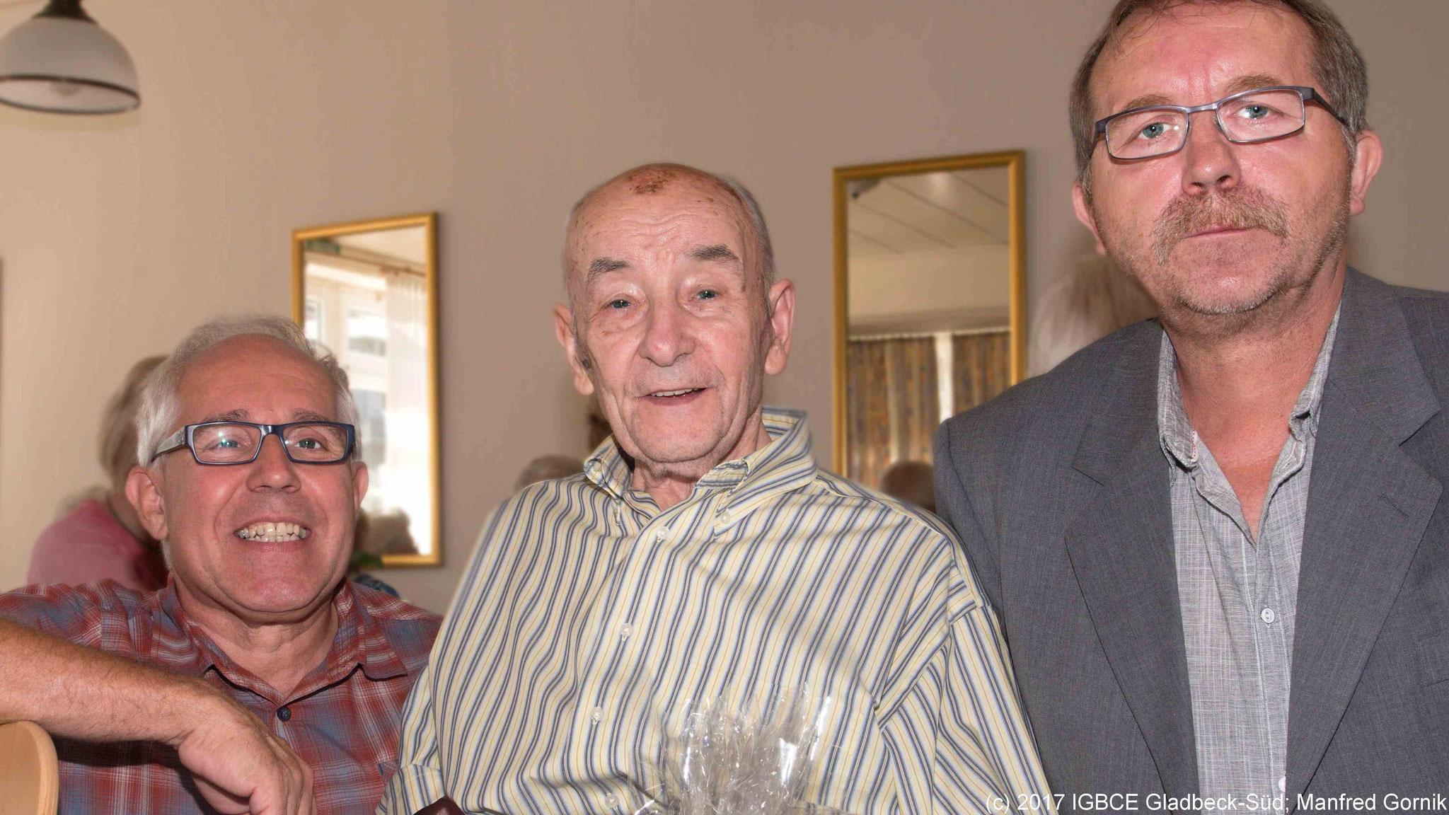 Von links : Wolfgang Sobottka; Leopold Skrabar ( 70 Jahre), Joachim Praetsch (1 Vorsitzender Ortsgruppe Gladbeck-Süd)