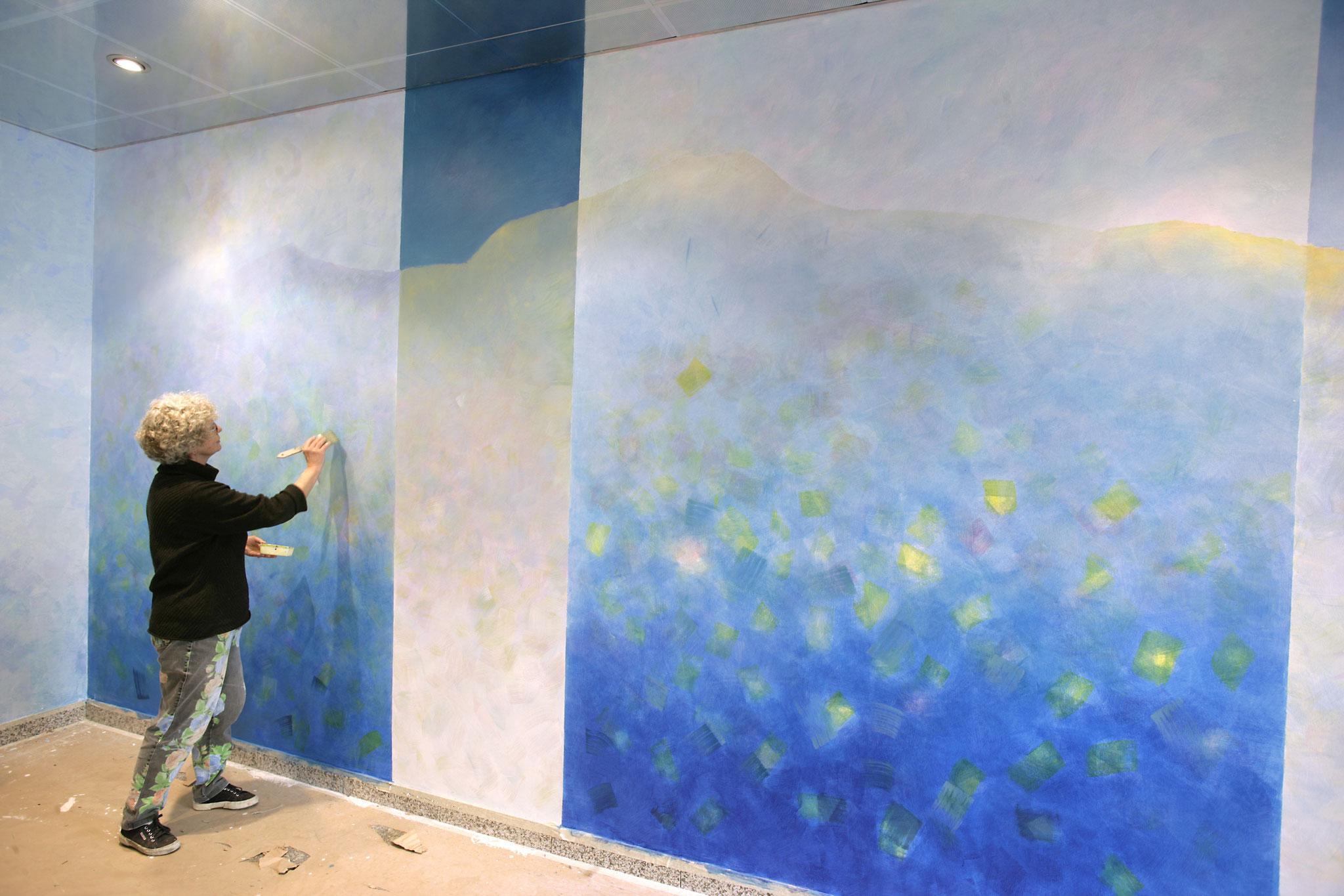 bei der Arbeit an der Wand im städtischen Klinikum Ludwigshafen.