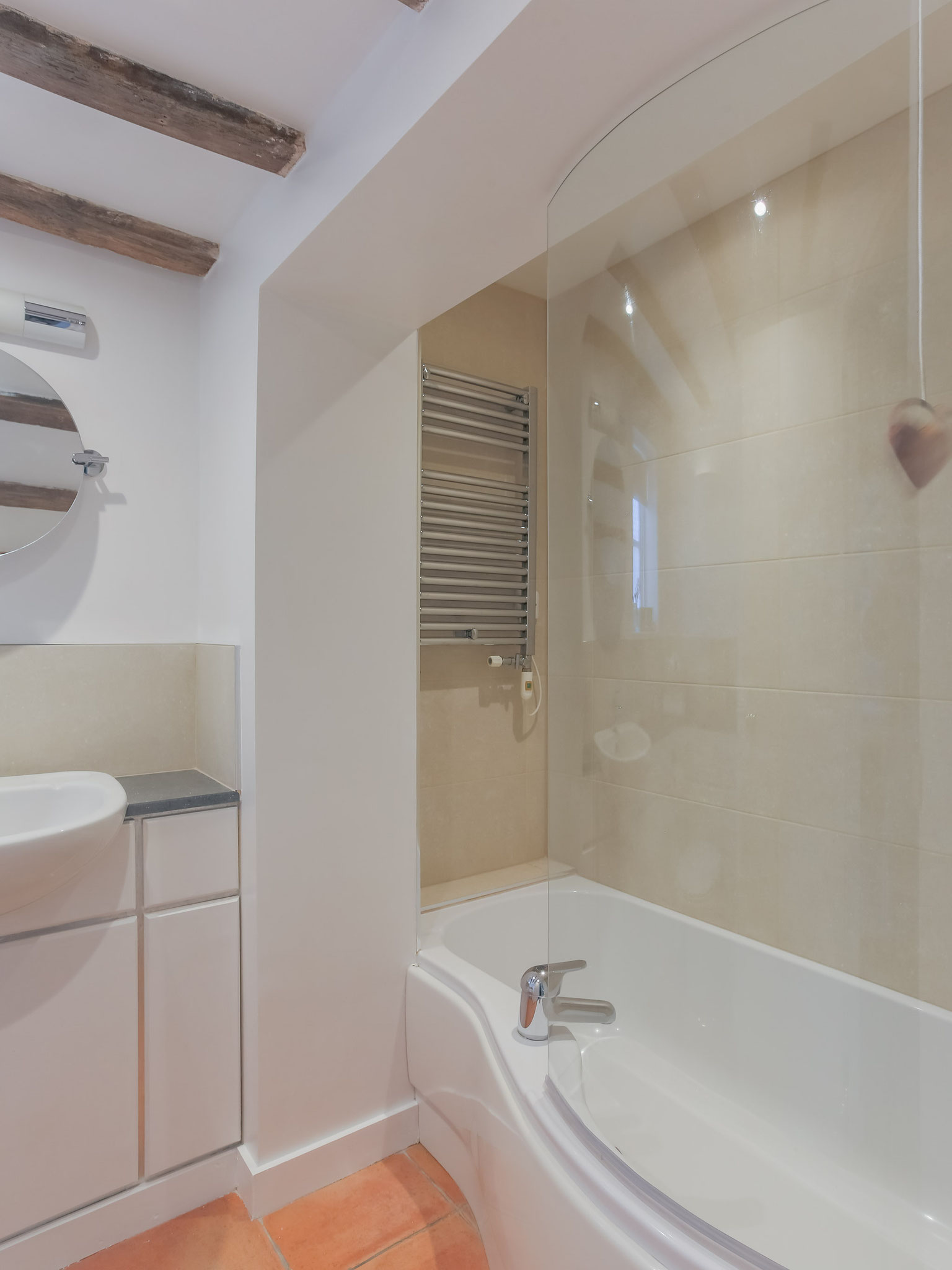 The bath with shower overhead