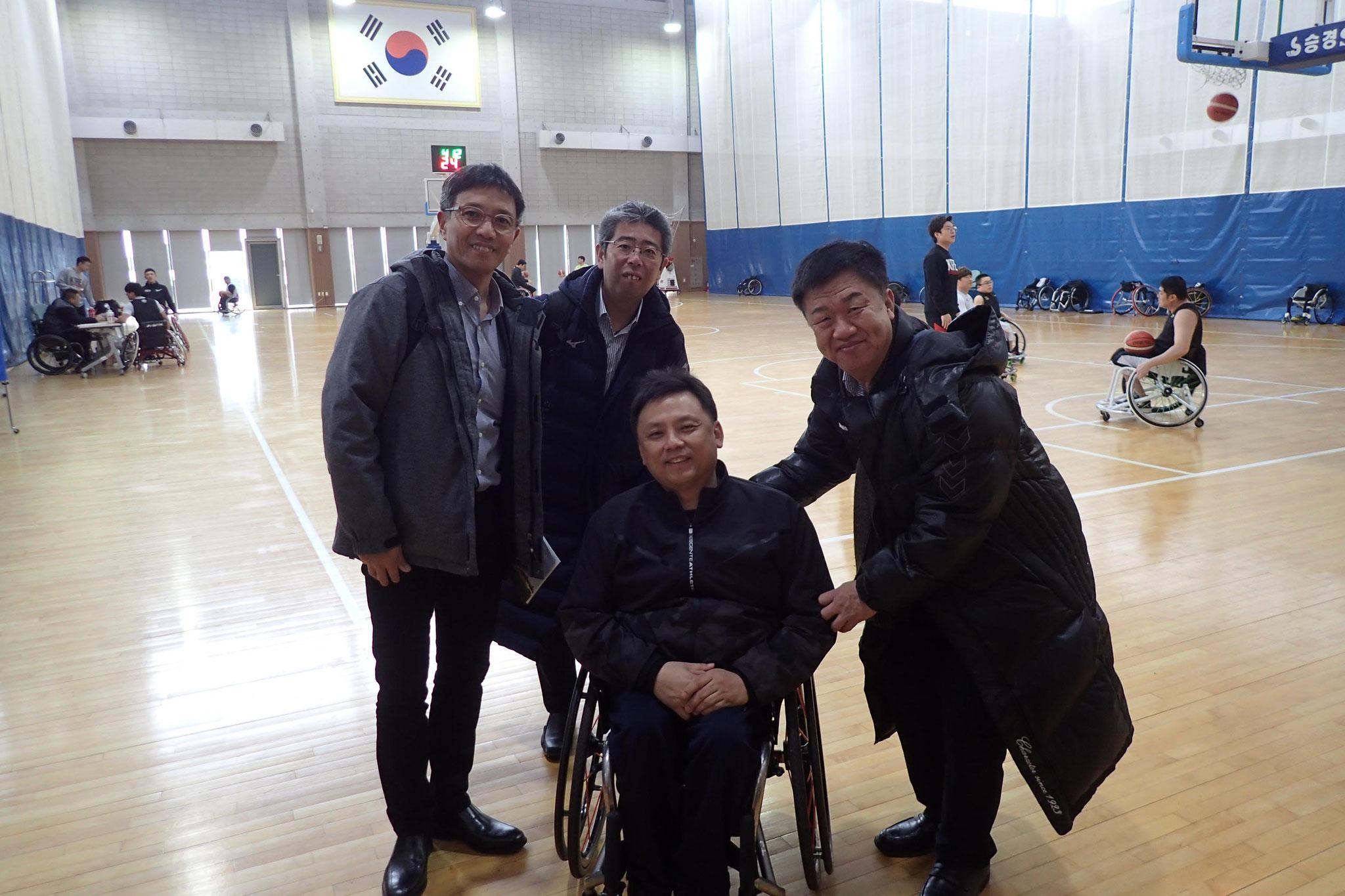 車椅子バスケットチームの練習を見学