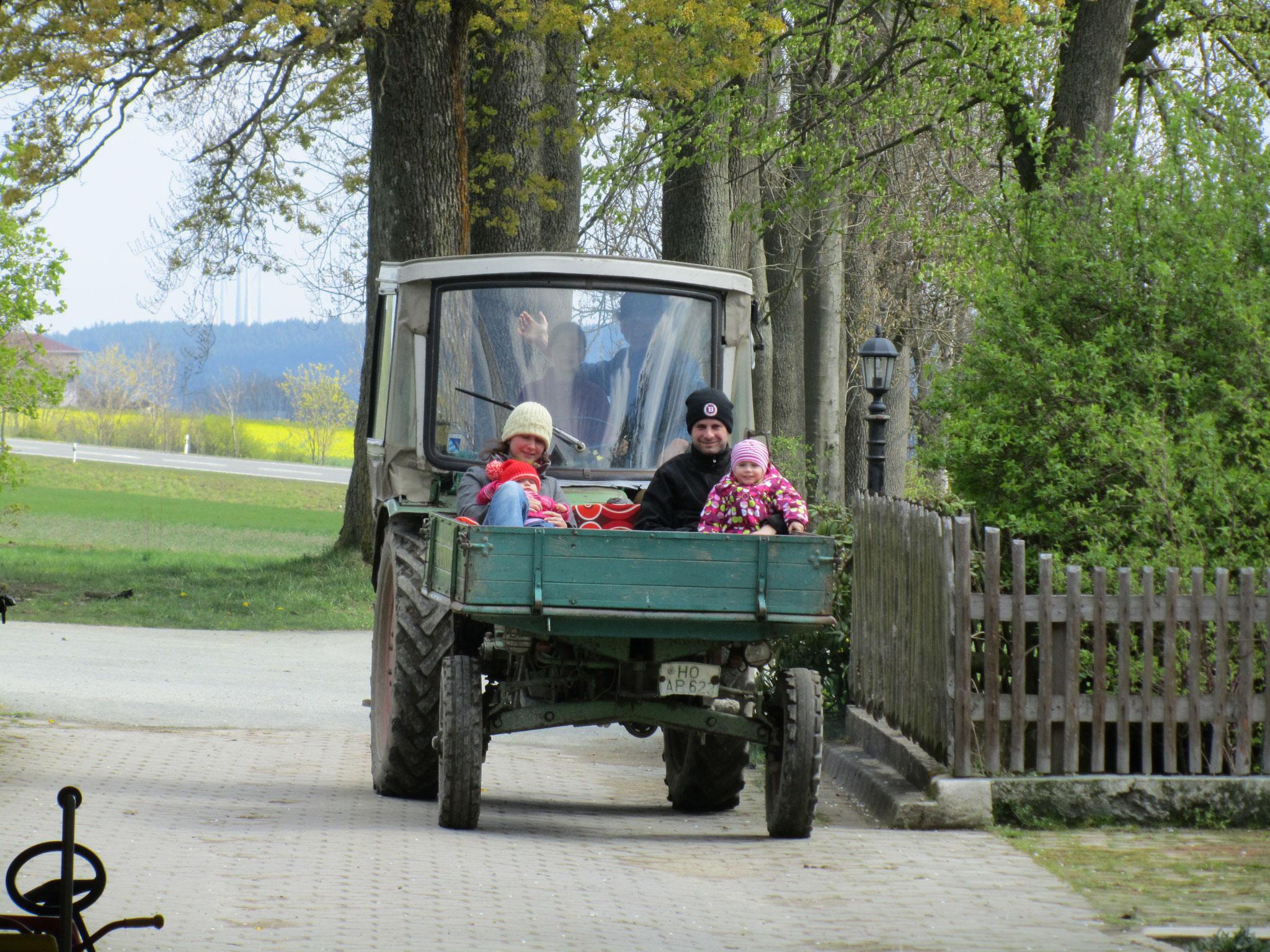Traktor fahren mit dem Bauer