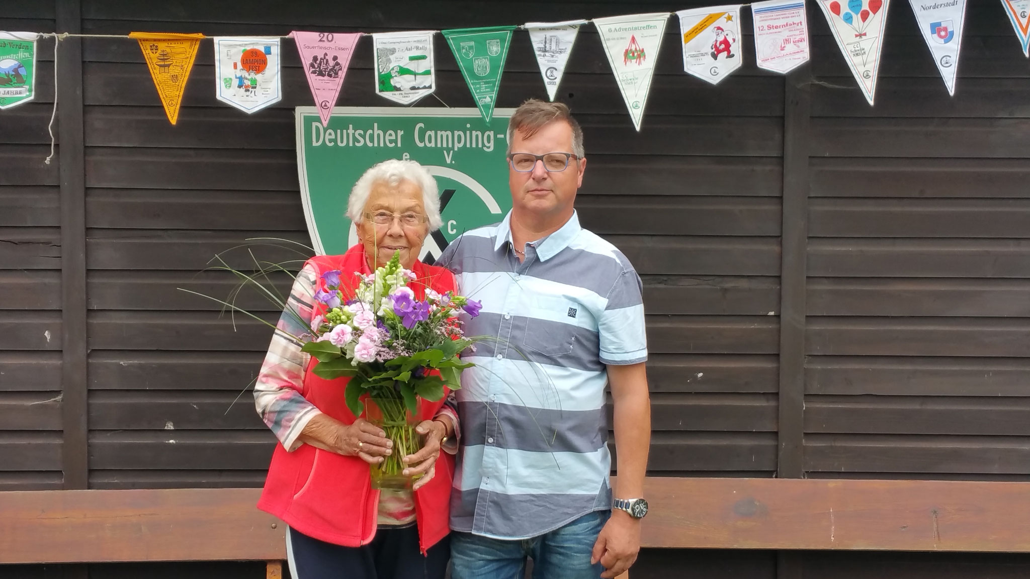 1. Vorstand des CCB e.V.  Thorsten Augustin mit unserem längstem Vereinsmitglied Frau Helga Waszkorz