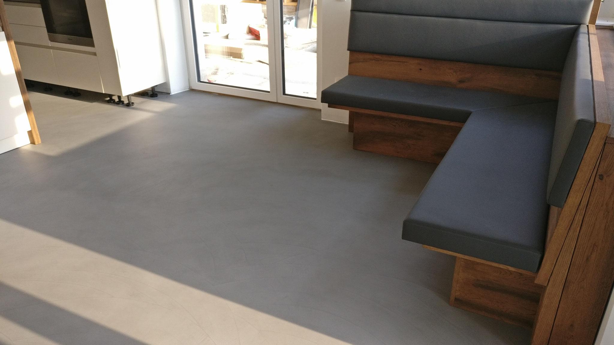 Küchenboden in Hellgrauem Beton