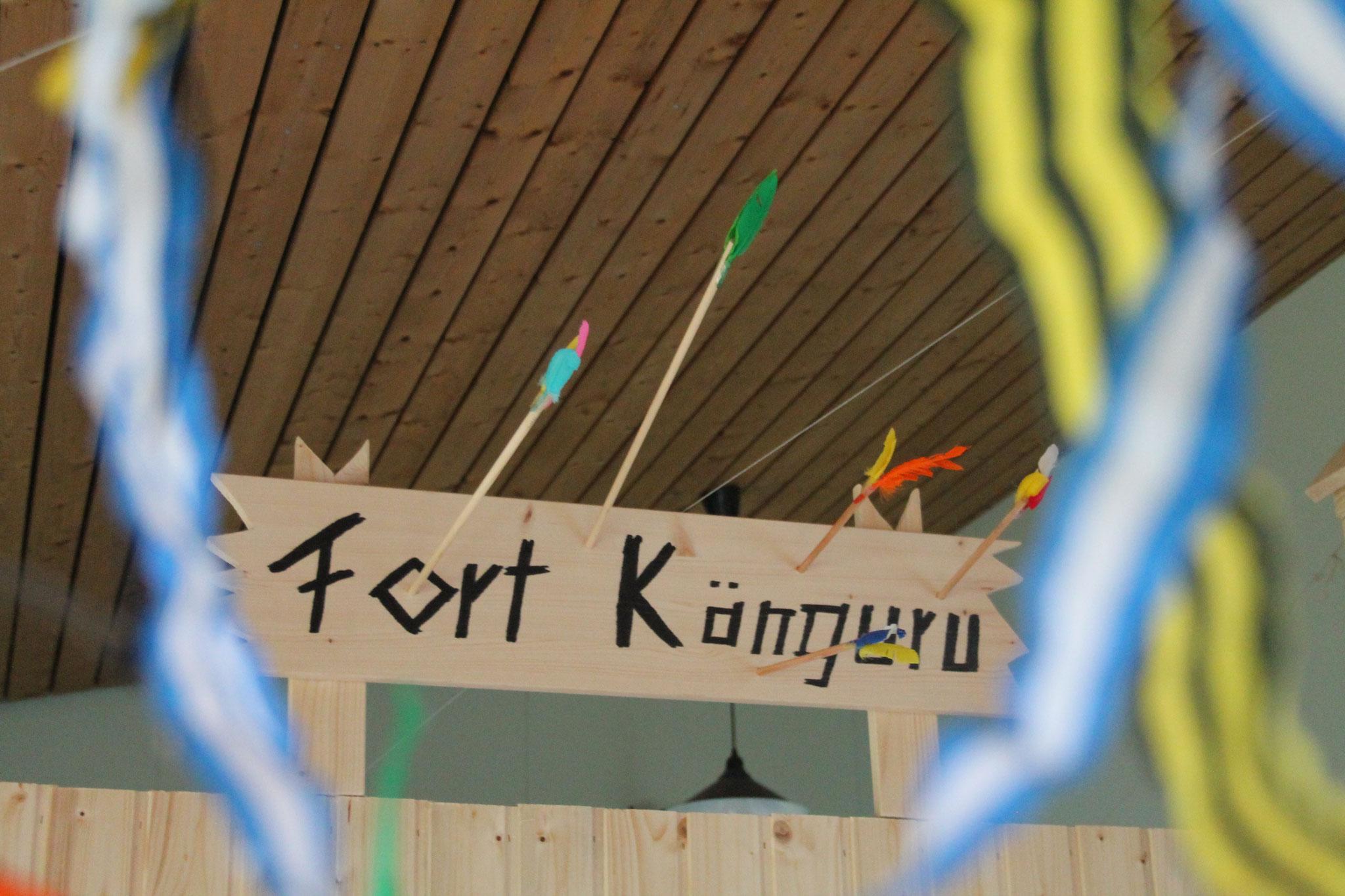 Unser Wickelraum ist das Fort Känguru. Oh wie schön ist es hier.