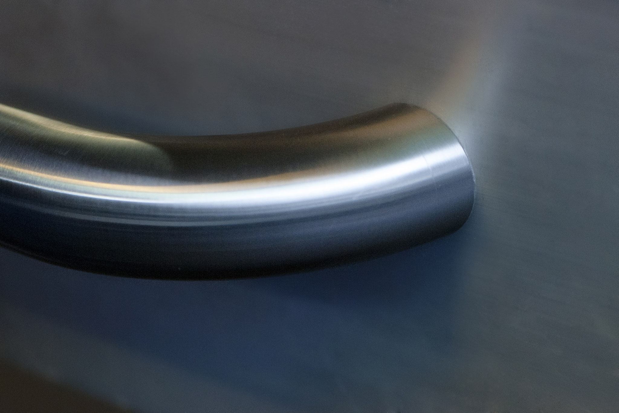 Curved handrail with e-li barrier-free according to DIN EN 81-70