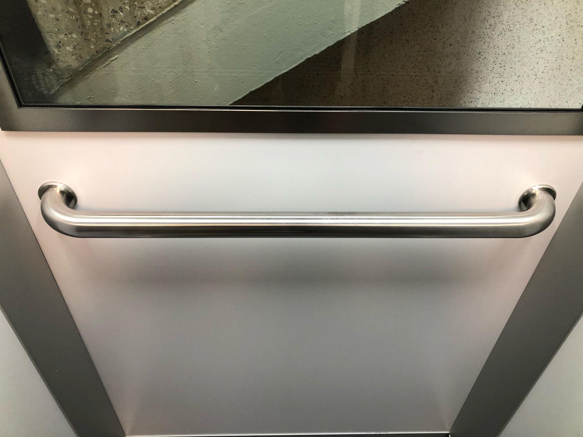 Curved e-li handrail in 3300 Schindler lift cabin