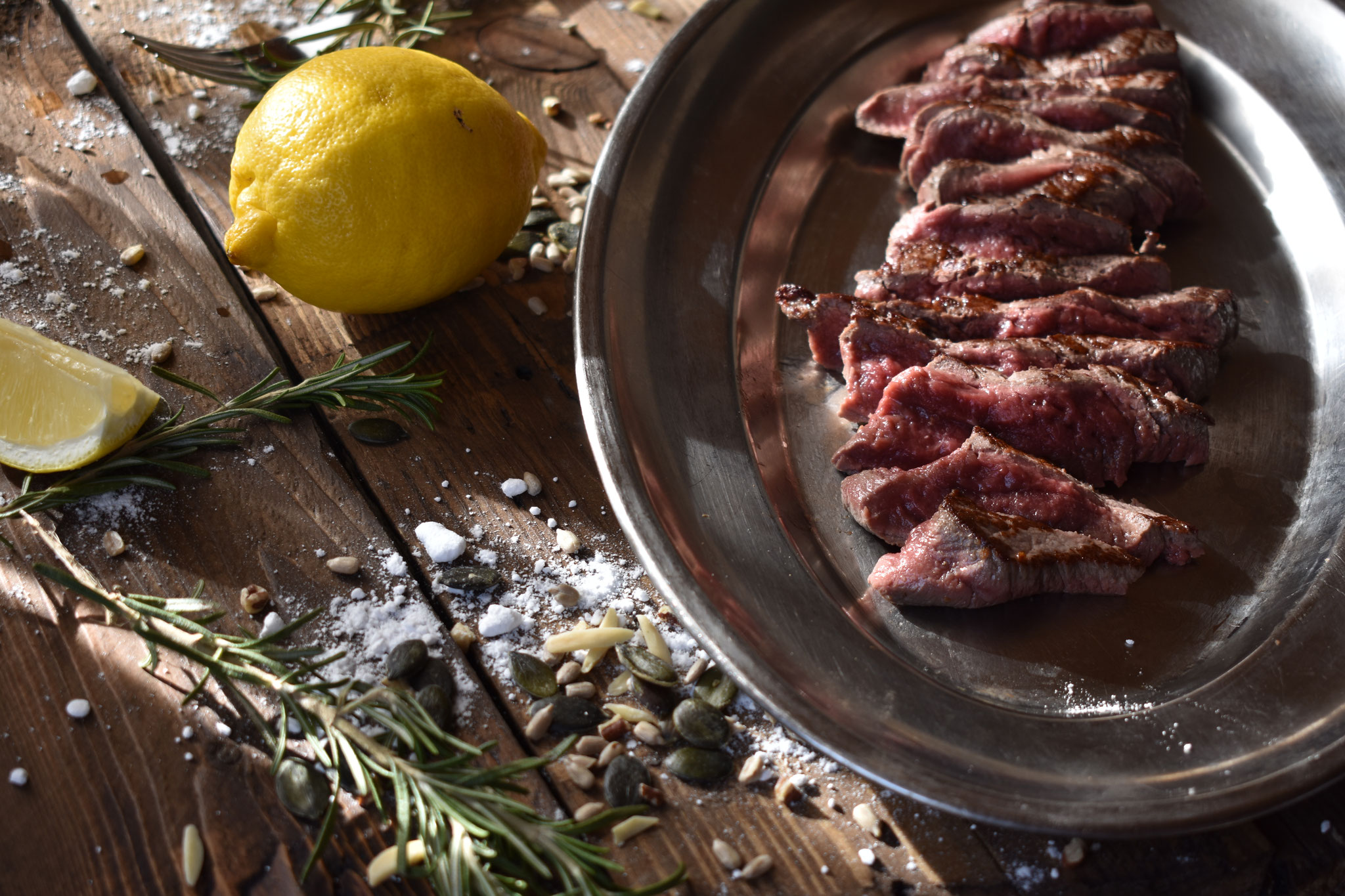 Platte mit geschnittenem Rindfleisch