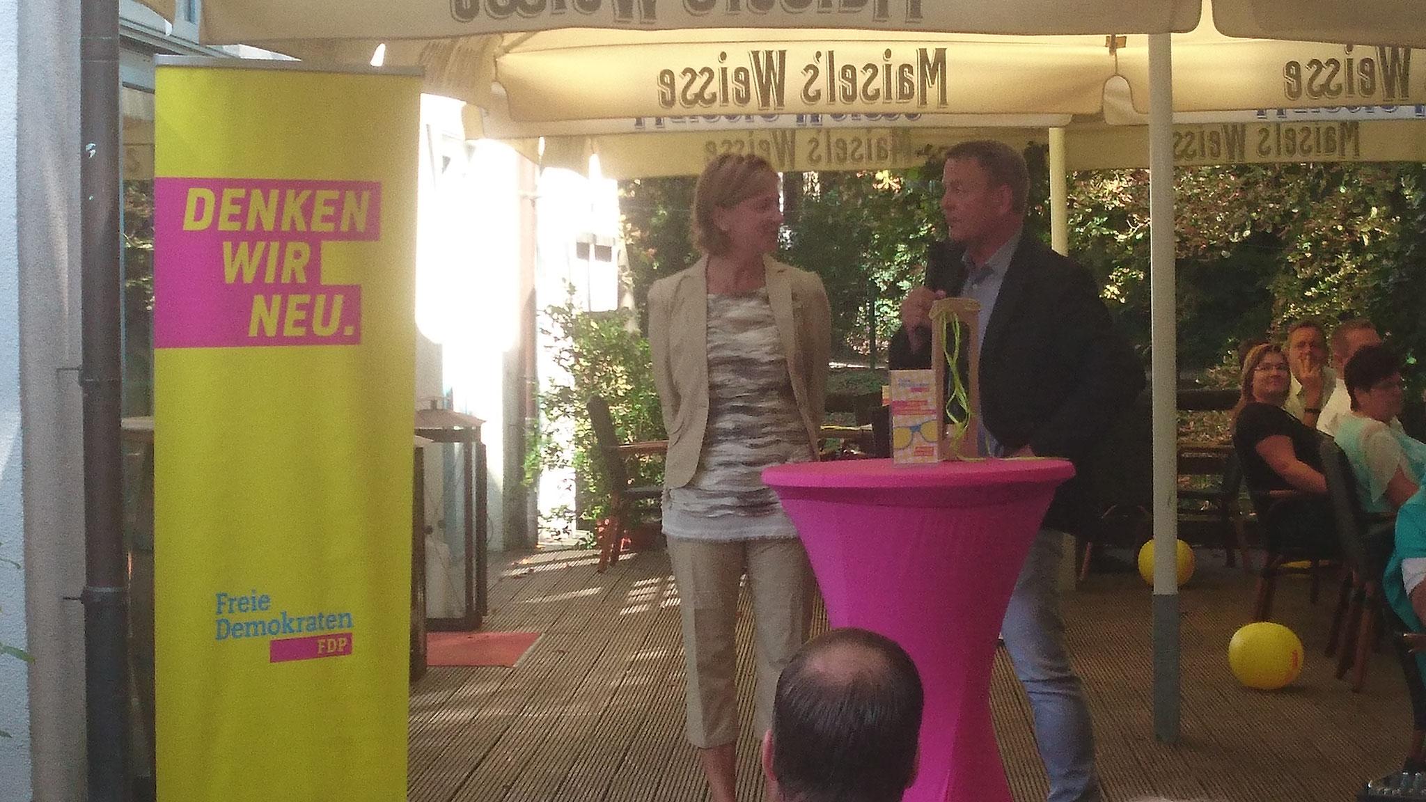 von links nach rechts : Yvonne Gebauer (Schulministerin NRW), Christof Rasche (MdL)