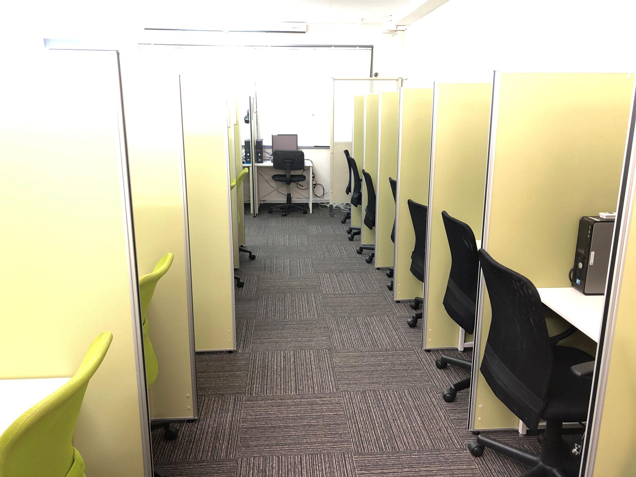テストセンター内 個別ブース 清潔で安心感あり!