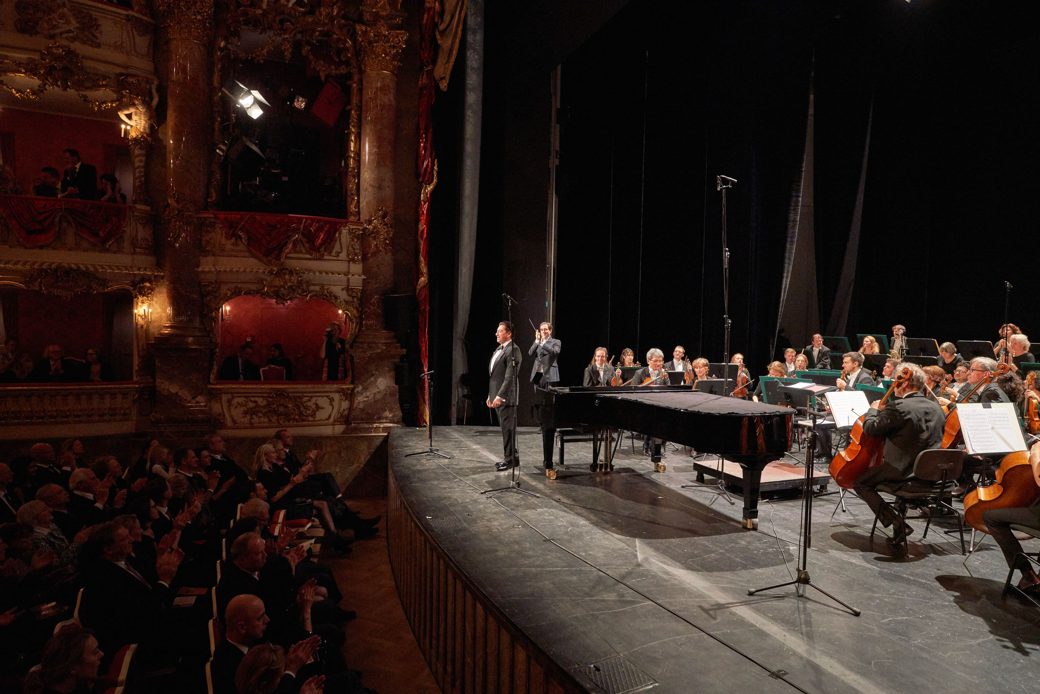 Franzisco Araiza, Carlos Dominguez-Nieto and Philharmonie Baden-Baden (Photo by Jörg Bongartz)