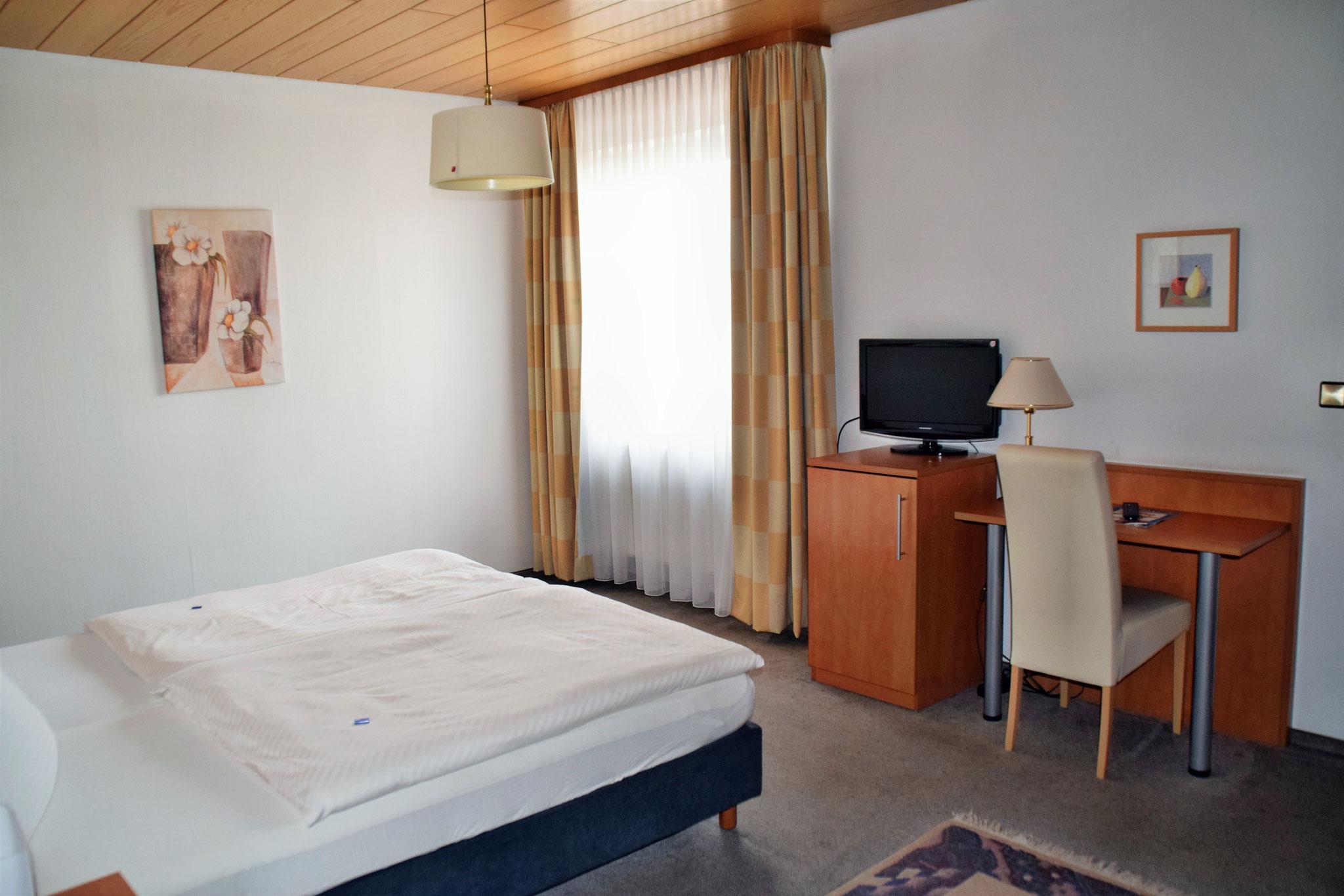 unsere zimmer verf gen ber folgende ausstattung hotel klein garni bexbach saar. Black Bedroom Furniture Sets. Home Design Ideas