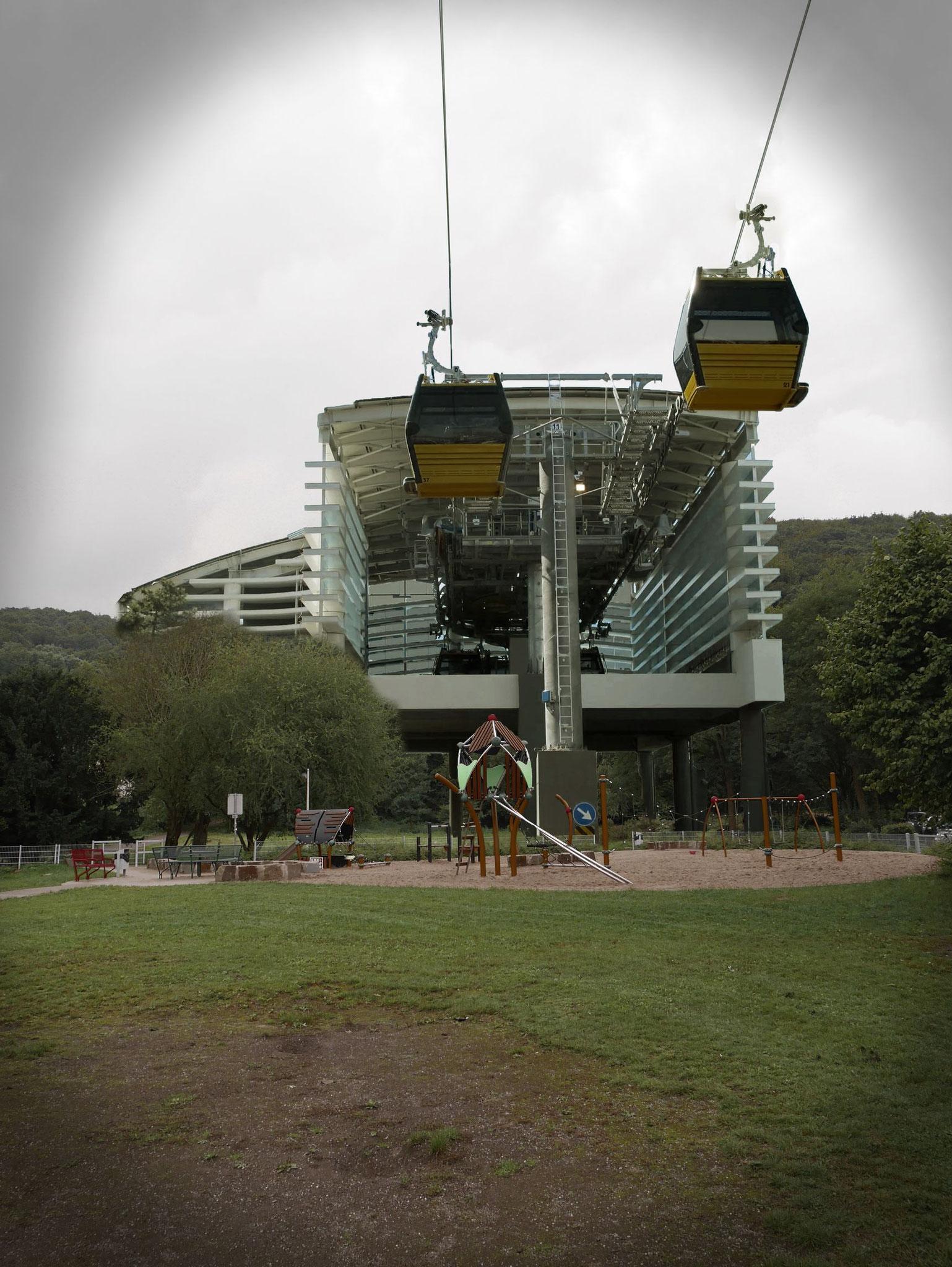 Spielplatz Hindenburgplatz mit Bahnhof