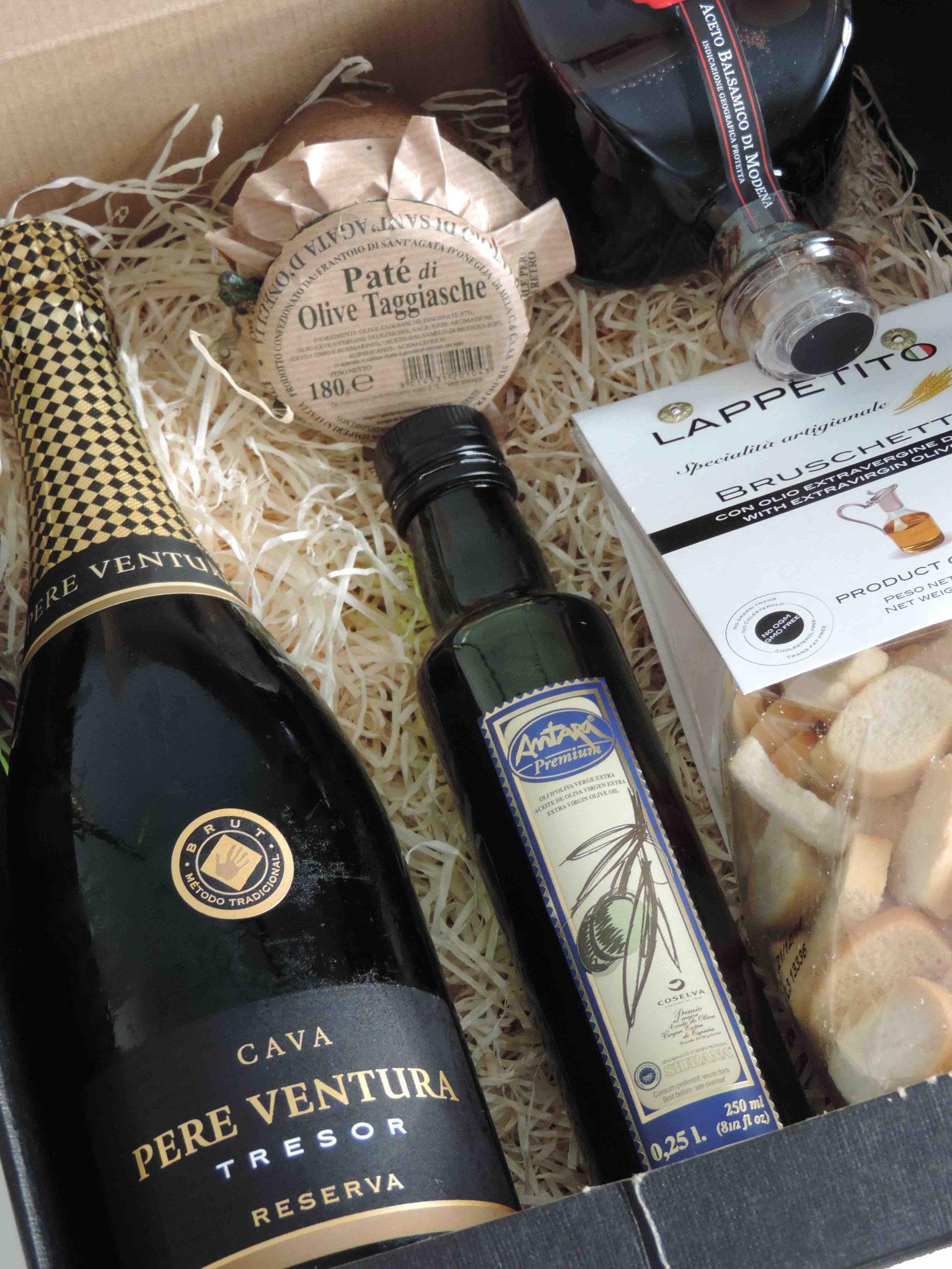 3er Geschenkspackung mit 75 cl Cava Brut Tresor, 1/4 l Antara Olivenöl, Balsamico Calamaio, Paté & Bruschette