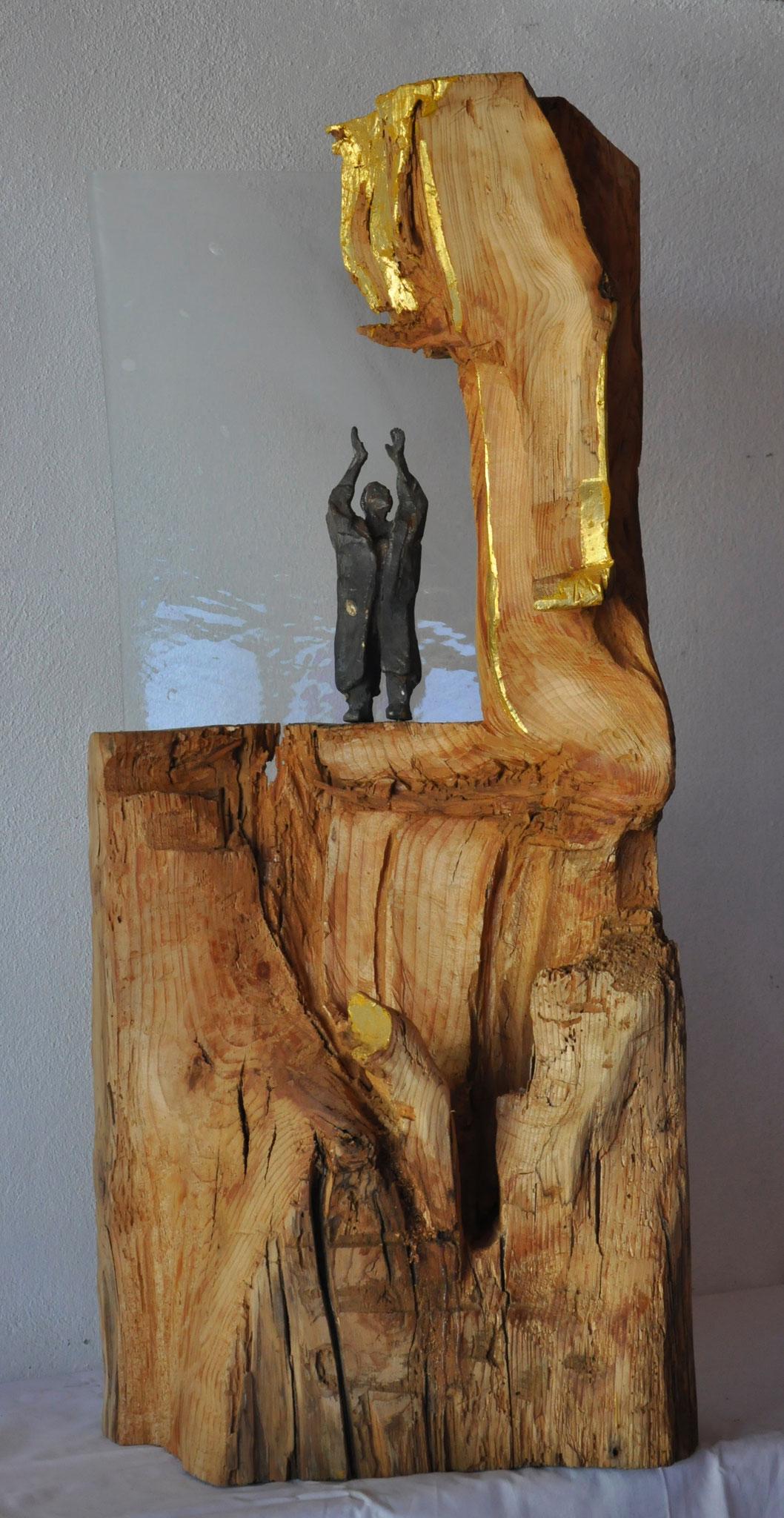 GLORIA MUNDI  (Tanne/Fichte  100 x 45 x 22 cm)  mit Glas und Bronzfigur