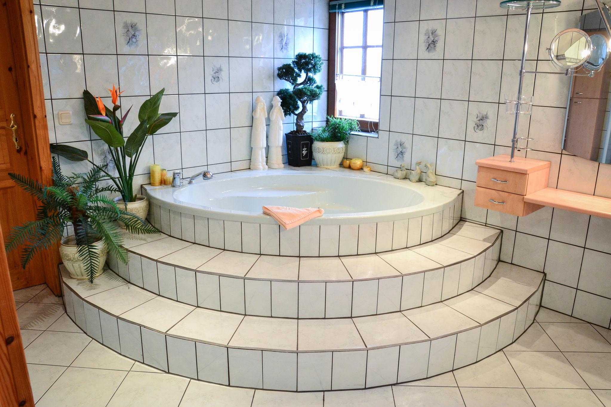 stilvolle Badewanne im Badezimmer