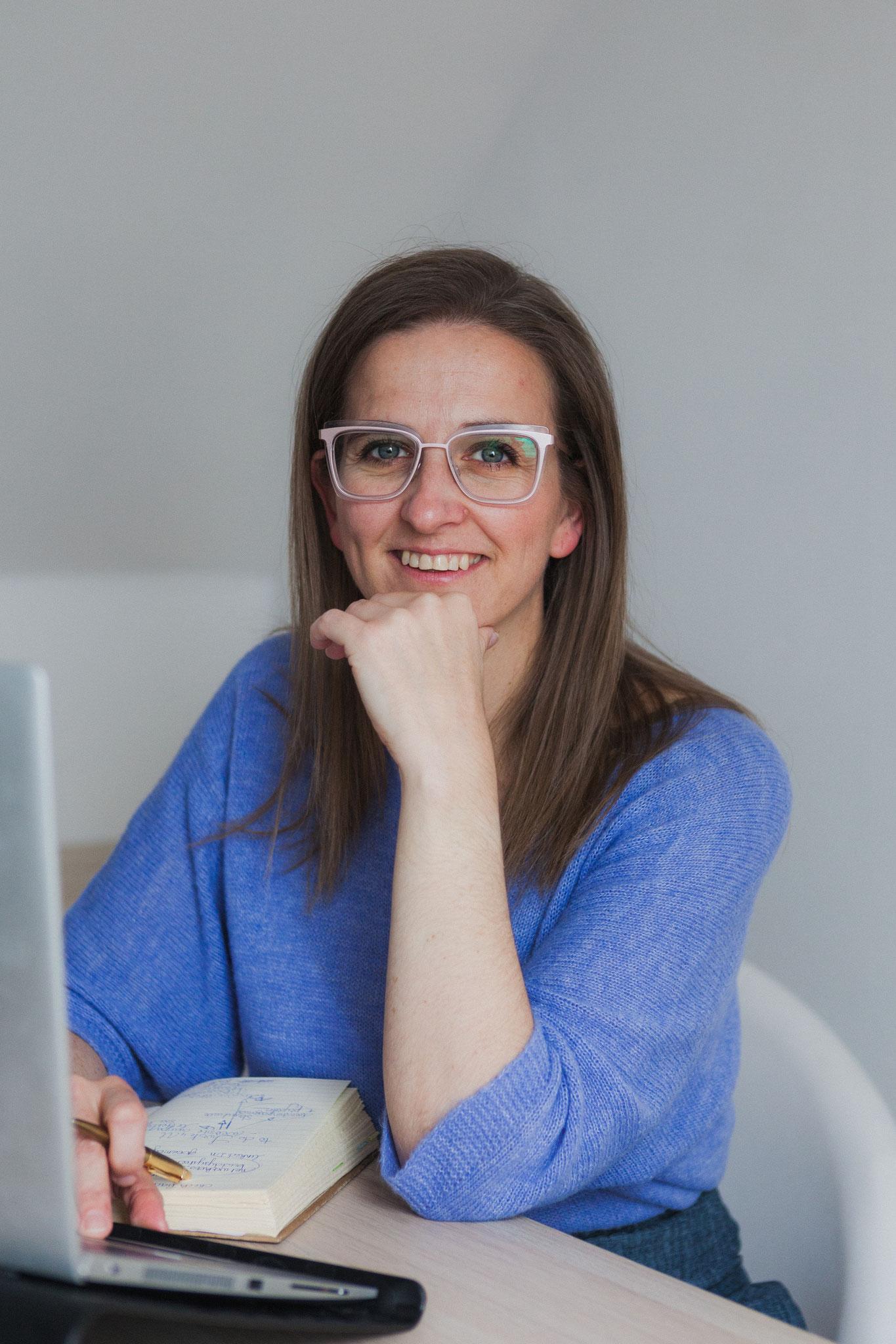 Lien Scheymans - Iwrite4U - copywriter Hasselt - freelance schrijver - schrijfcoach - copy audit - content creator - Iwrite4U merchandise