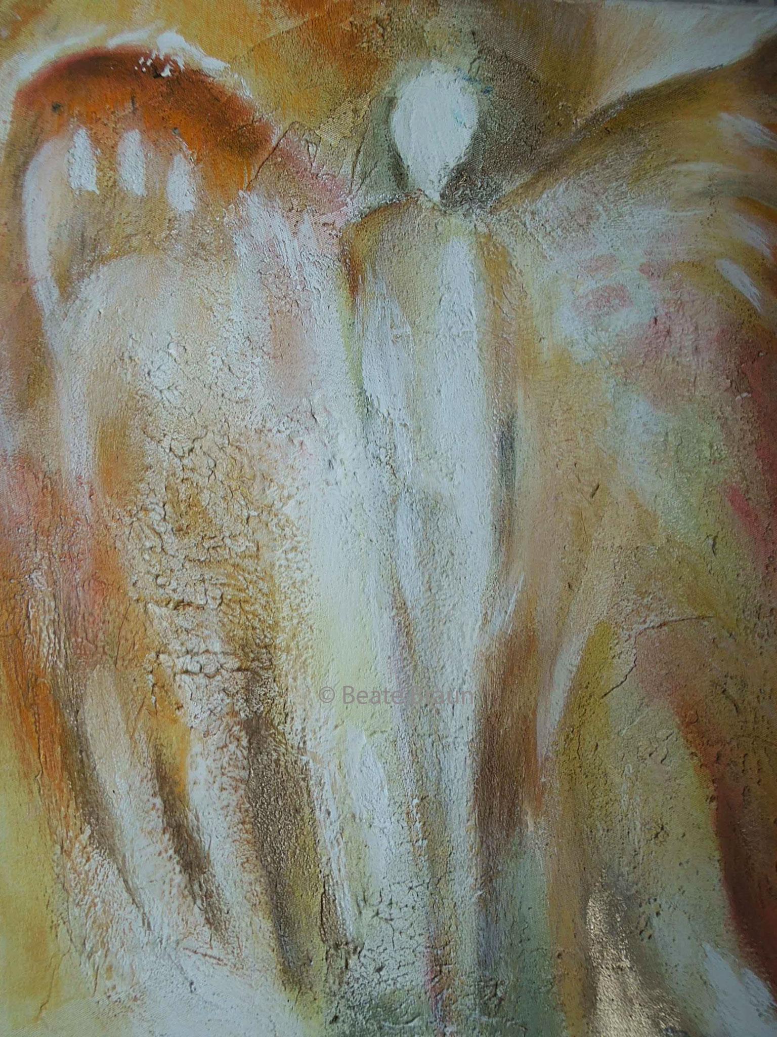 Engel in beige