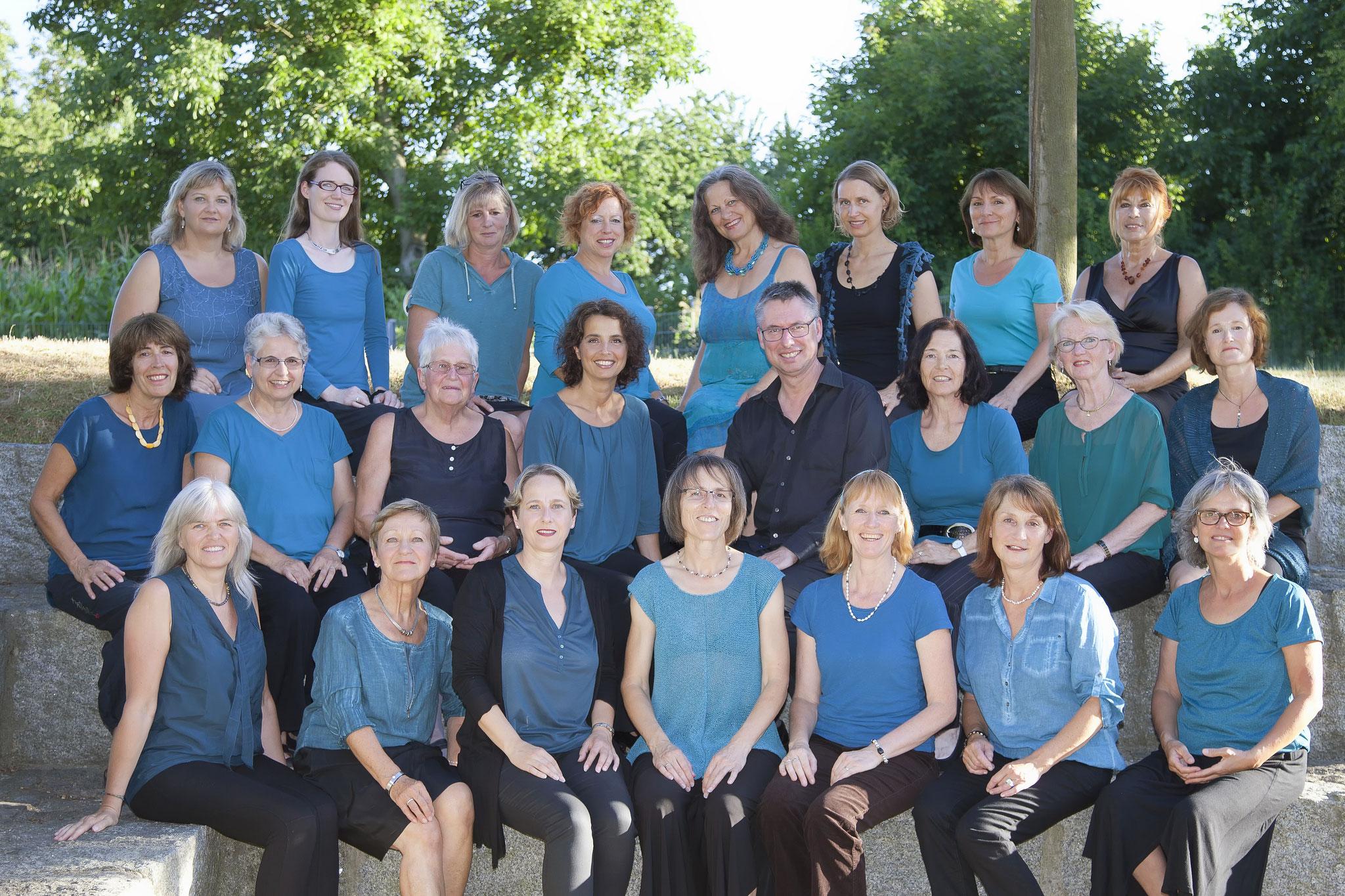 ... unser Chor hat sich vergrößert - wir brauchten ein neues Bild (Sommer 2015)