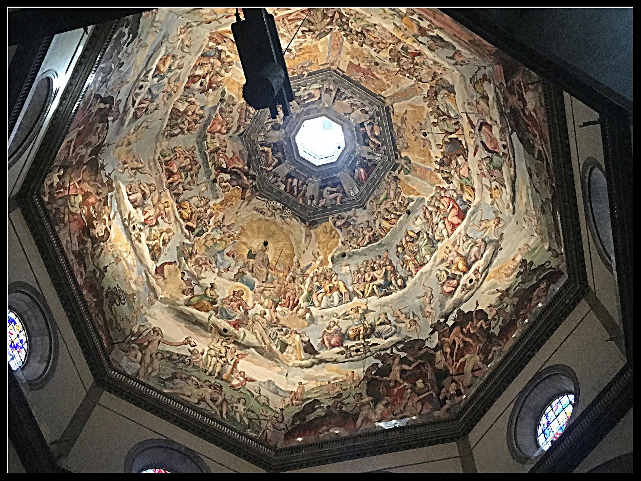 Die Kuppel von innen: Das Weltgericht - bemalt von Vasari und Zuccari