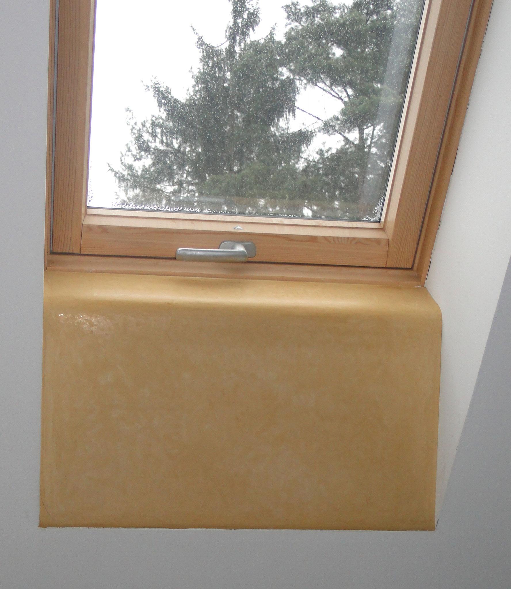 der Tadelakt am Fensterrand saugt gelegentlich entstehendes Kondenswasser auf