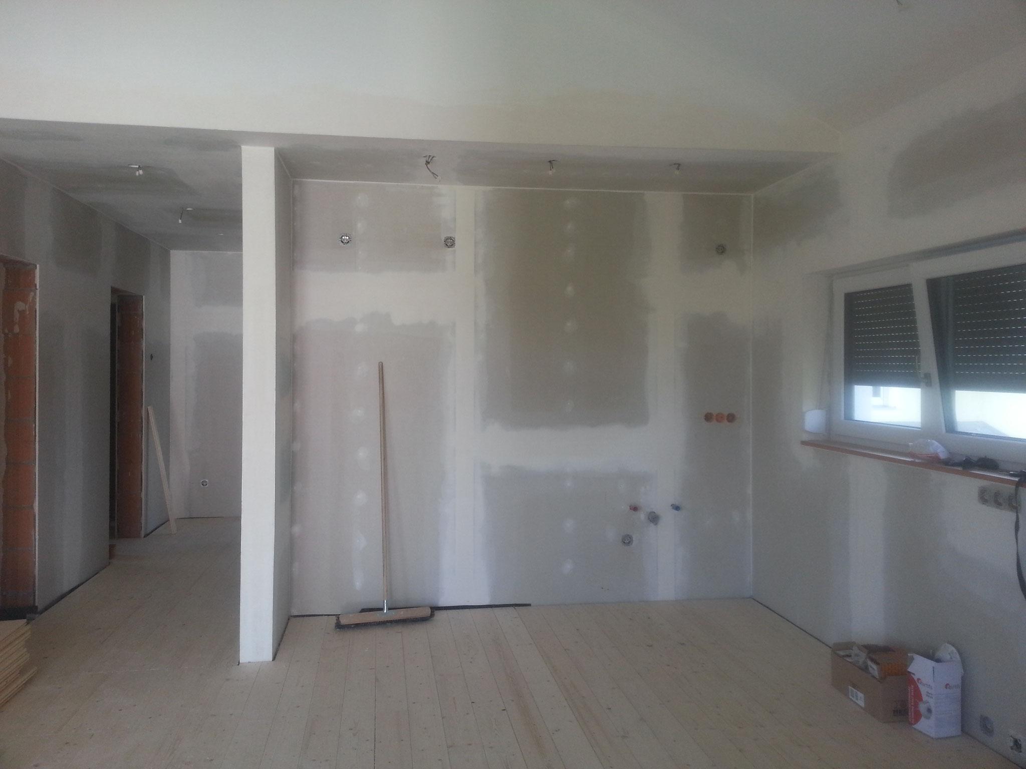 Die Wände sind malerfertig gespachtelt und geschliffen