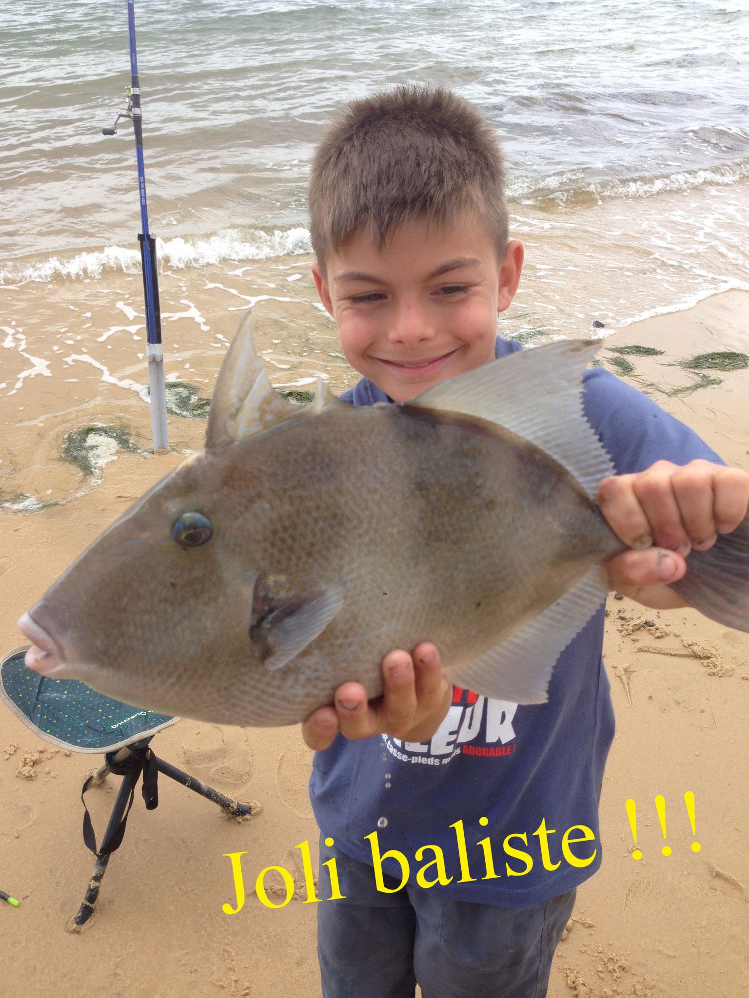 enfant pêche en mer le baliste