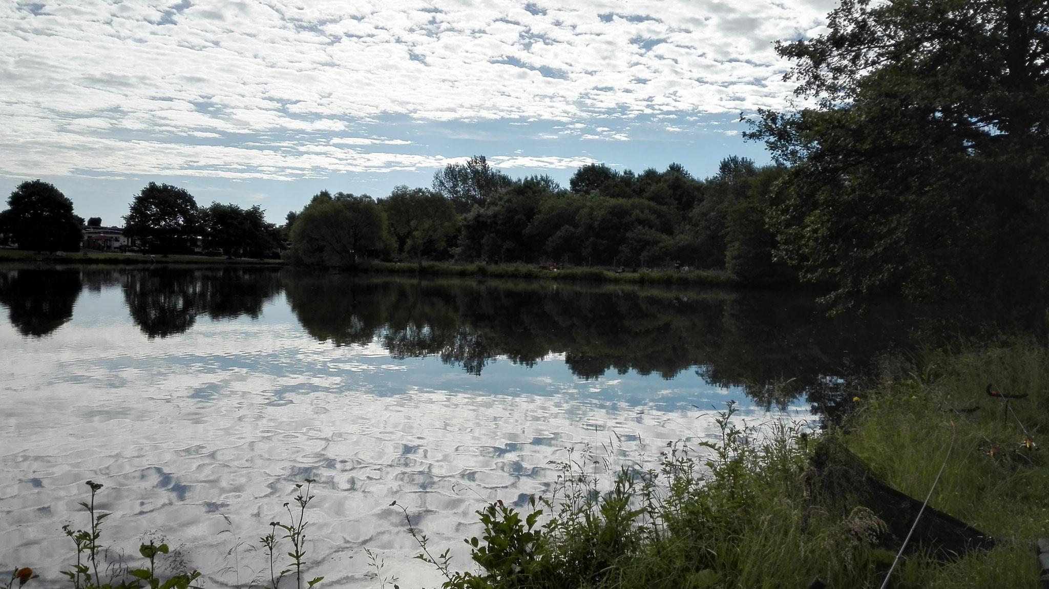 der frühmorgendliche See erwartete uns schon....
