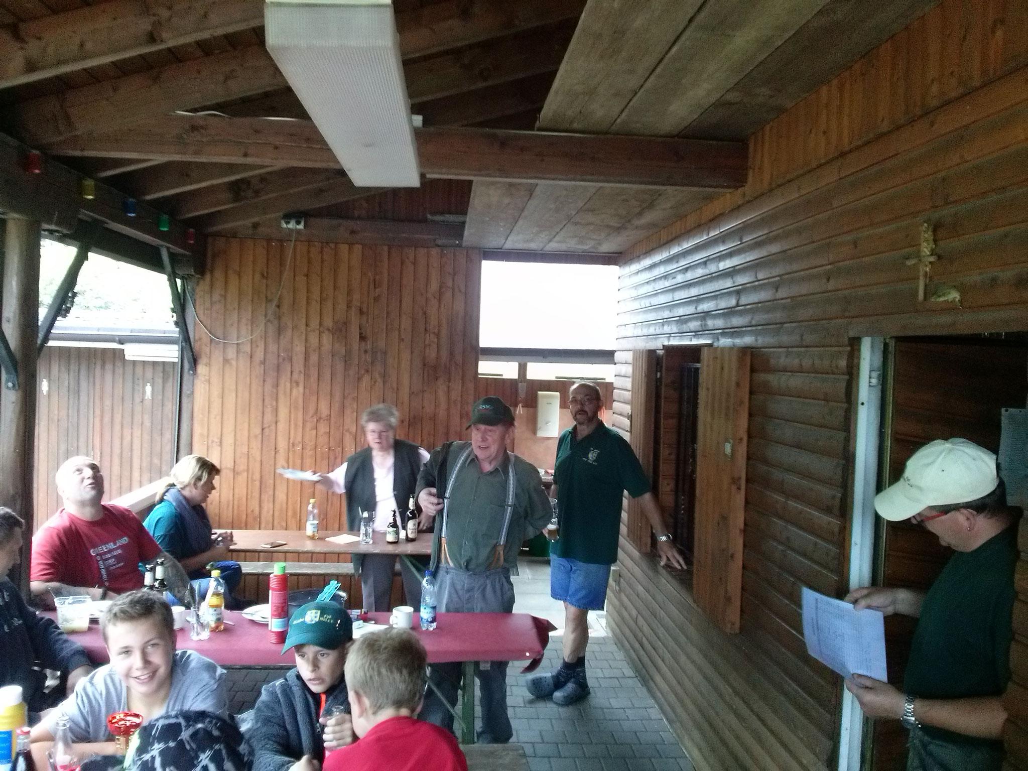 Elvi und Wolfgang sorgten wieder für Speiß und Trank (Vielen Dank dafür!)