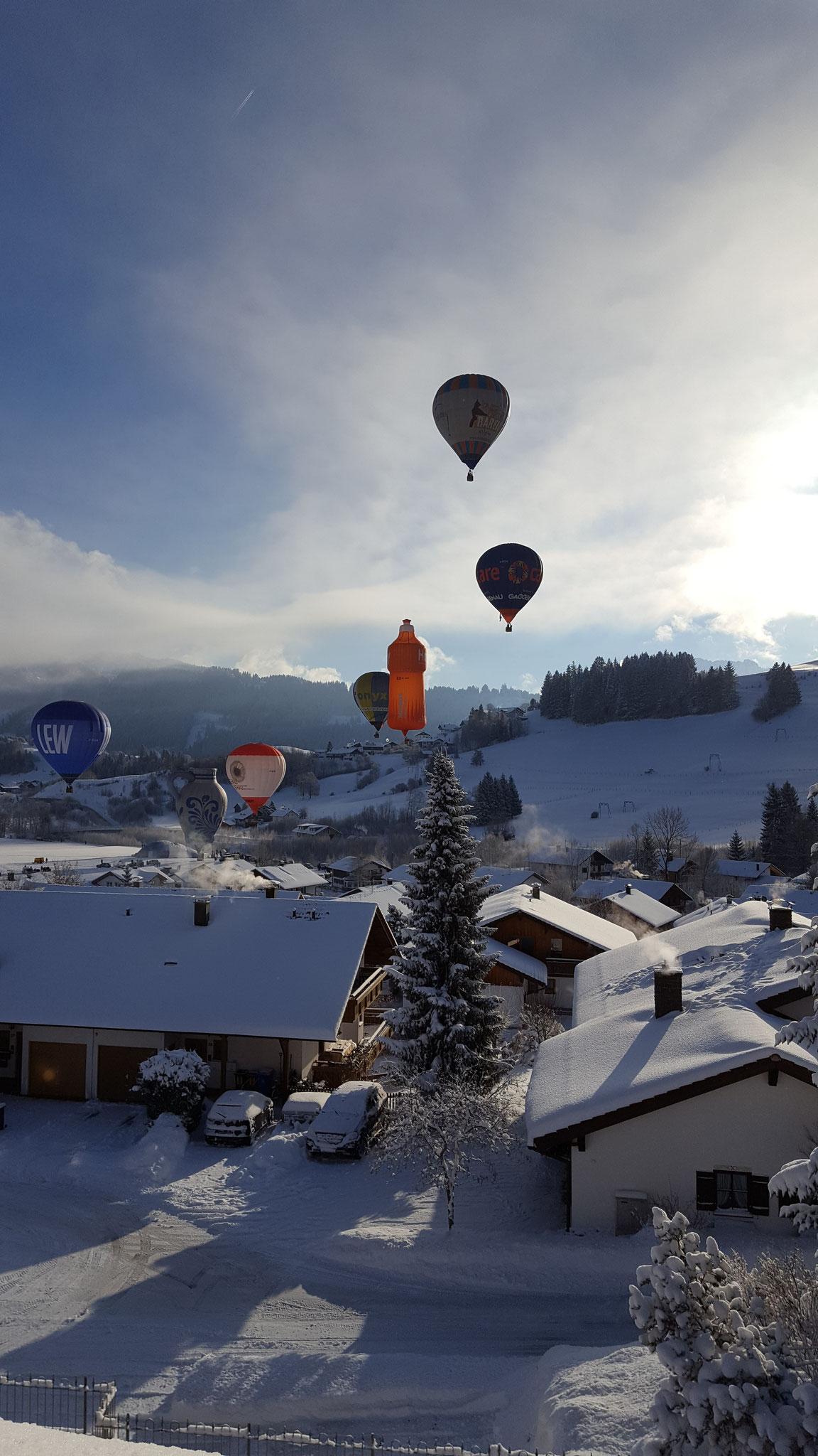 wertach-Ferienwohnungen.de Ballonglühen direkt über Wertach