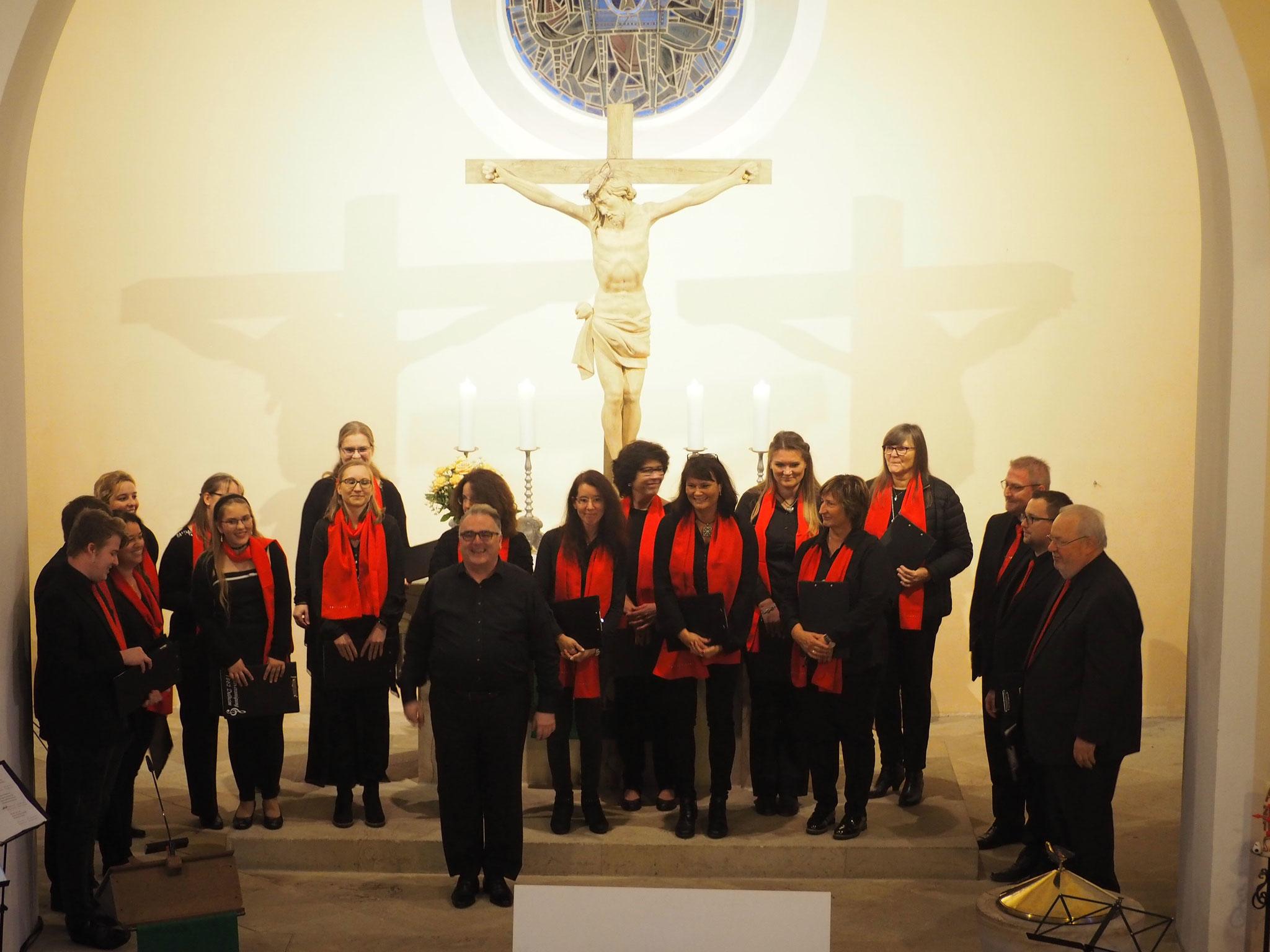 Die Young Voices aus Dalheim mit Chorleiter Uwe Delleer