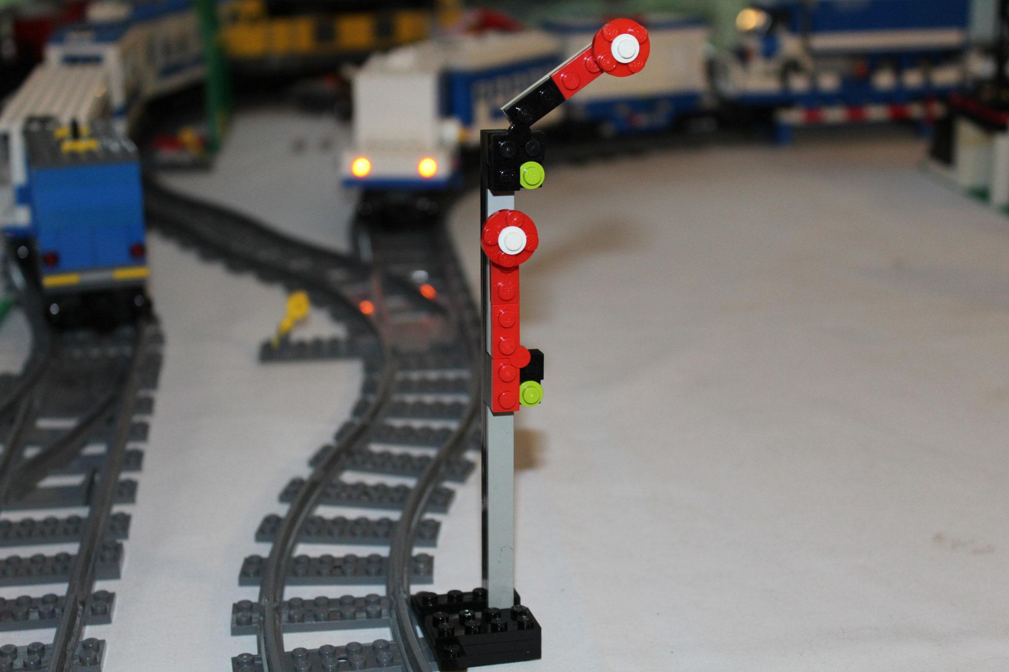 Signale regeln die Fahrten der Züge