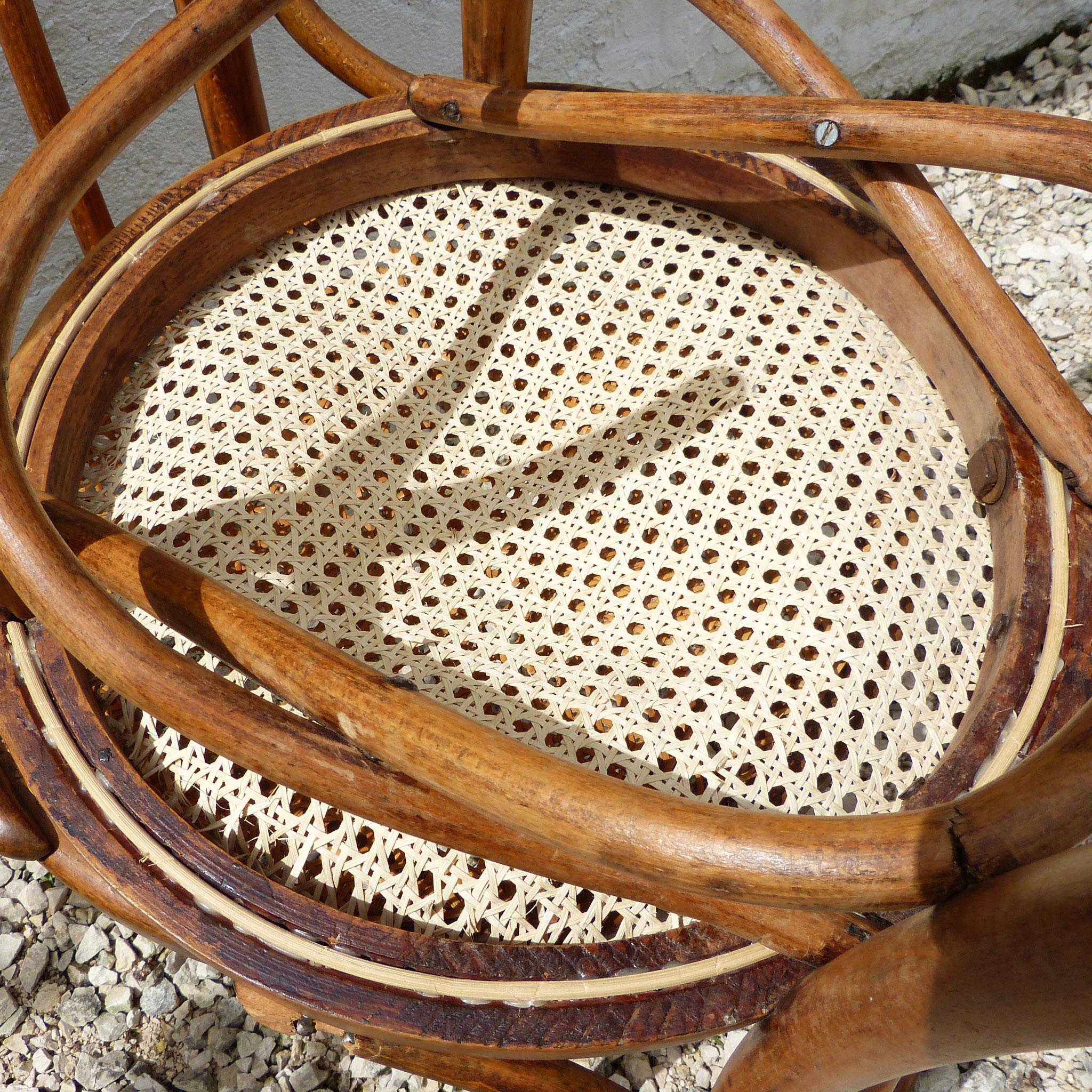 Brins coupés et gorge pleine de colle = faux cannage à l'ancienne ! / False handmade canework !