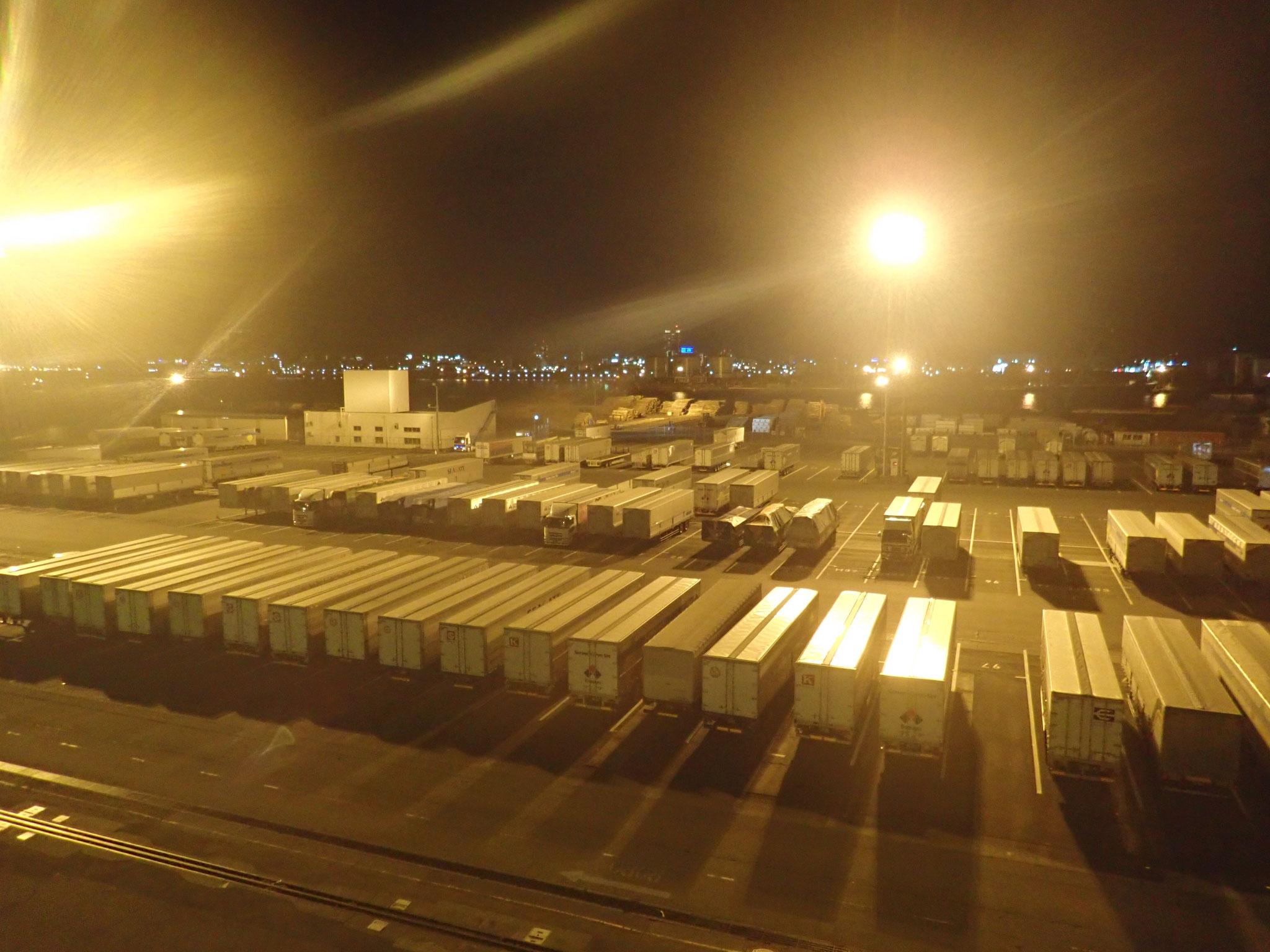 清水港から運ばれる荷台(シャーシ)です。