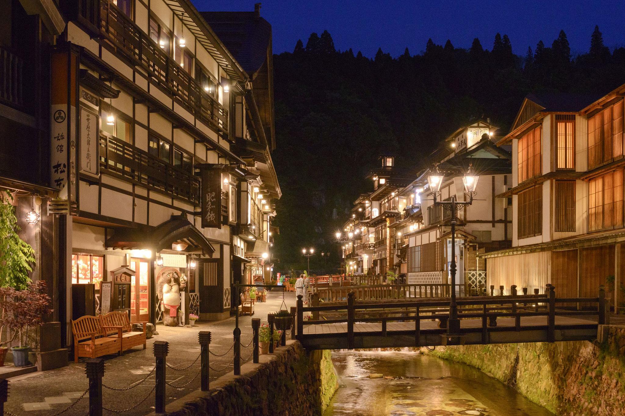 銀山温泉夜景