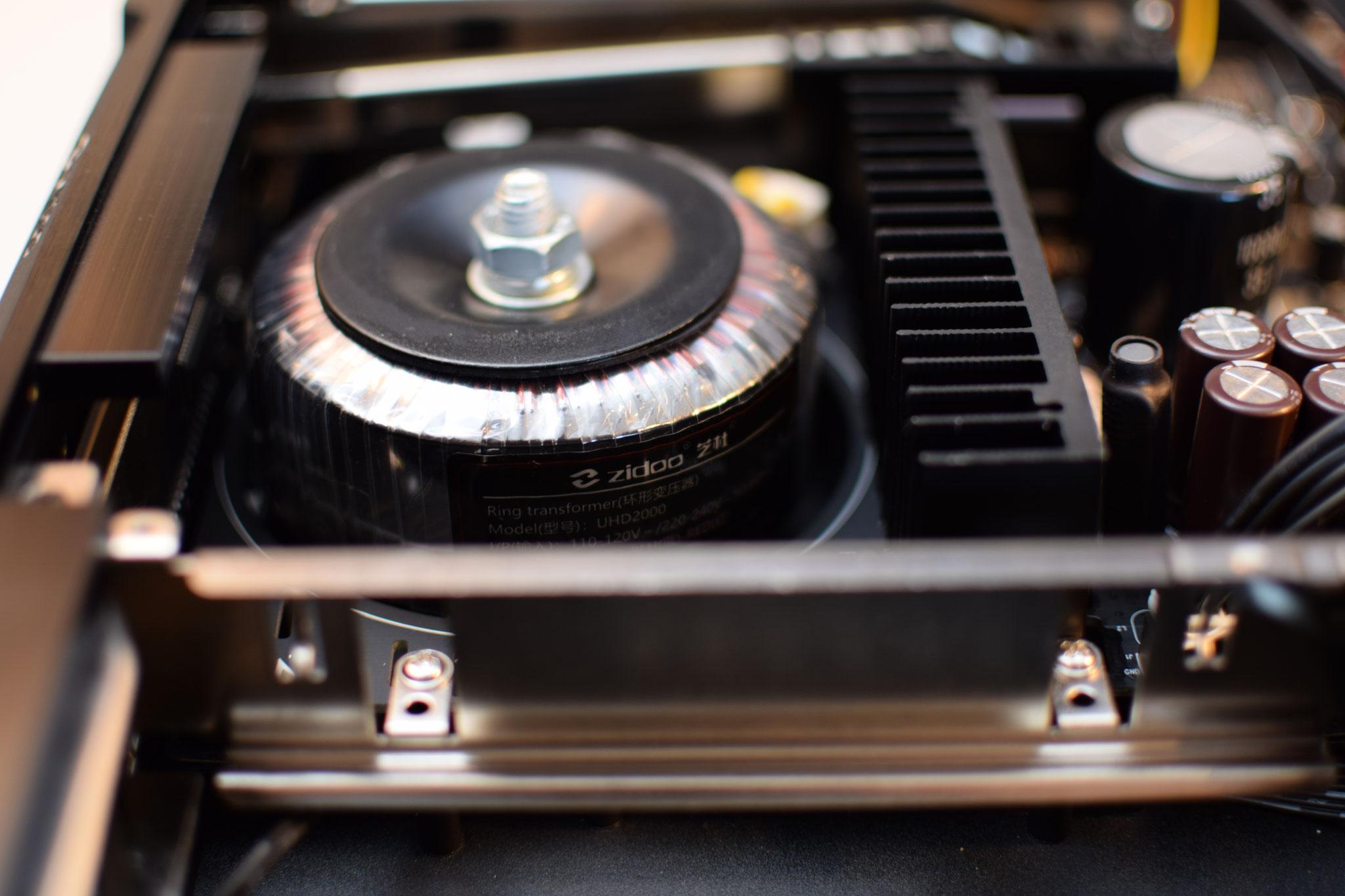 Zidoo UHD2000  hochwertiger, massiver Ringkerntrafo